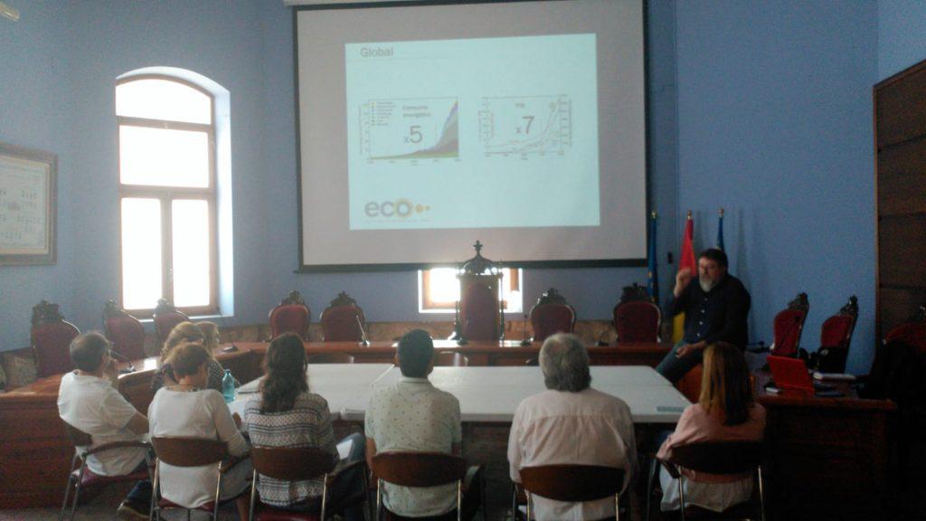 El proyecto cuenta con un equipo multidisciplinar que se está encargando de realizar un análisis de los costes y de los consumos de los suministros de electricidad, gas, gasóleo y agua.