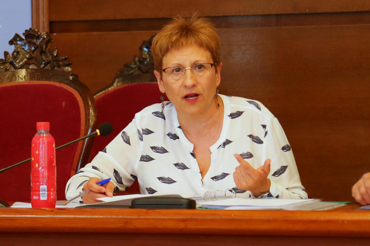 La concejala Mª Ángeles LLorente durante el pleno.