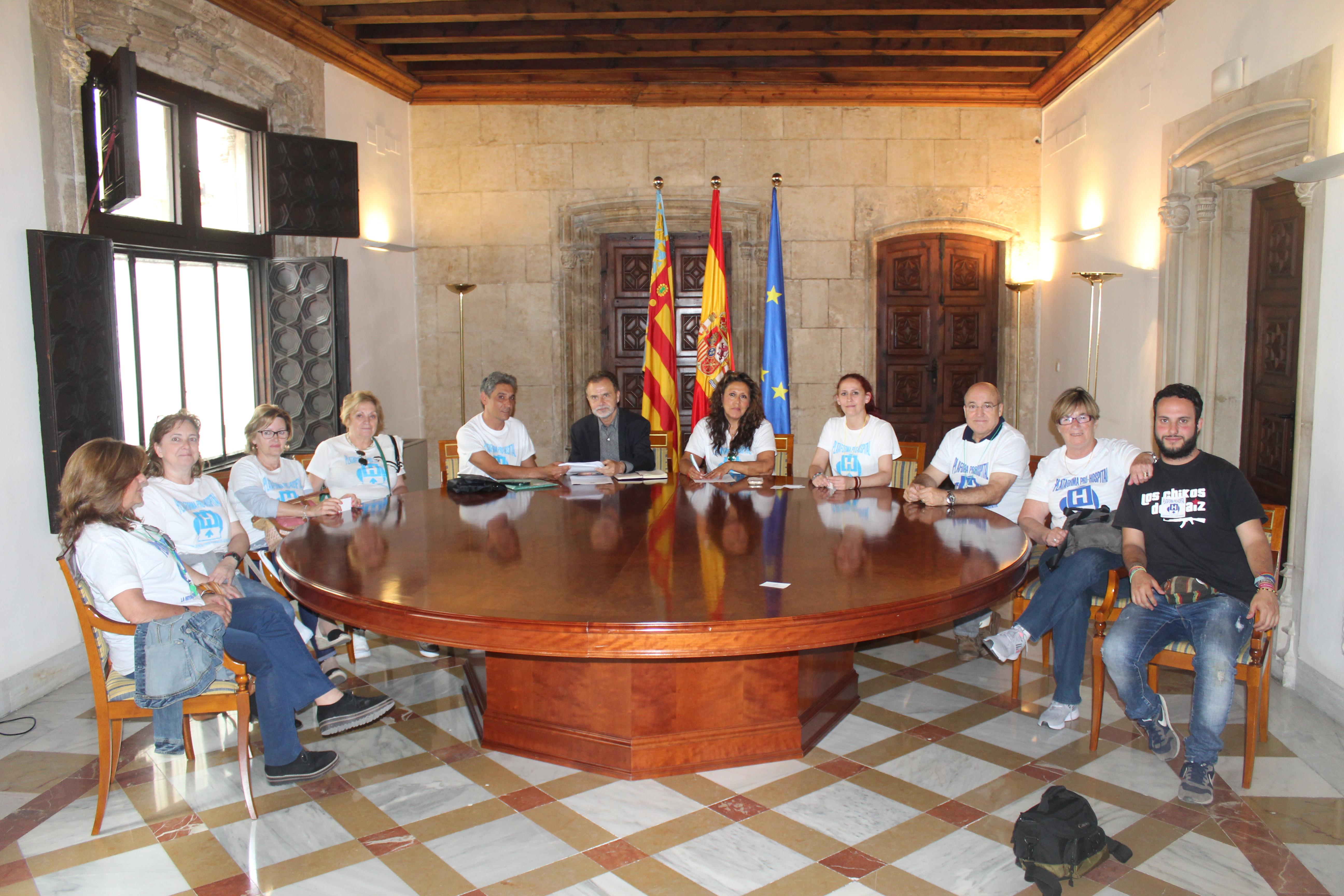 Reunión mantenida por la Plataforma Pro Hospital con miembros del gobierno valenciano.