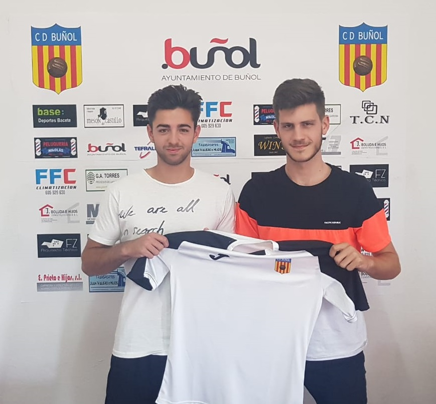Los jóvenes deportistas del CD Buñol Aarón Abril y Carlos Carceller.