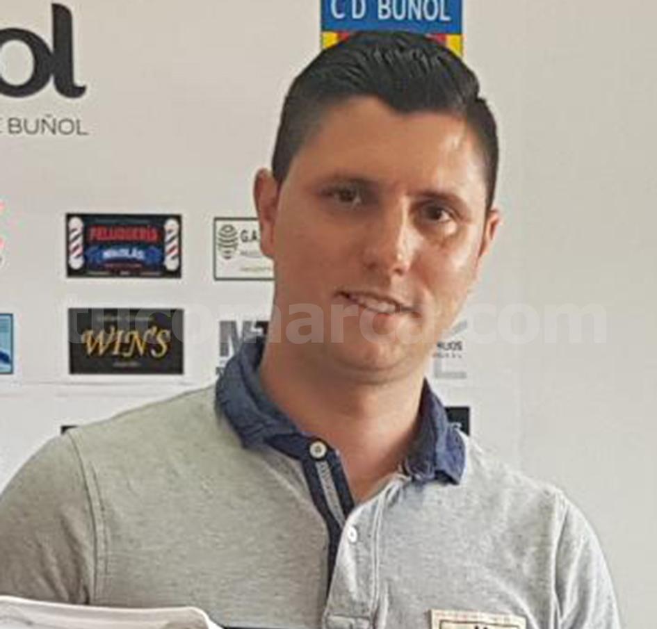 El nuevo entrenador del CD Buñol, Álvaro Ortí. Foto: Raúl Miralles.