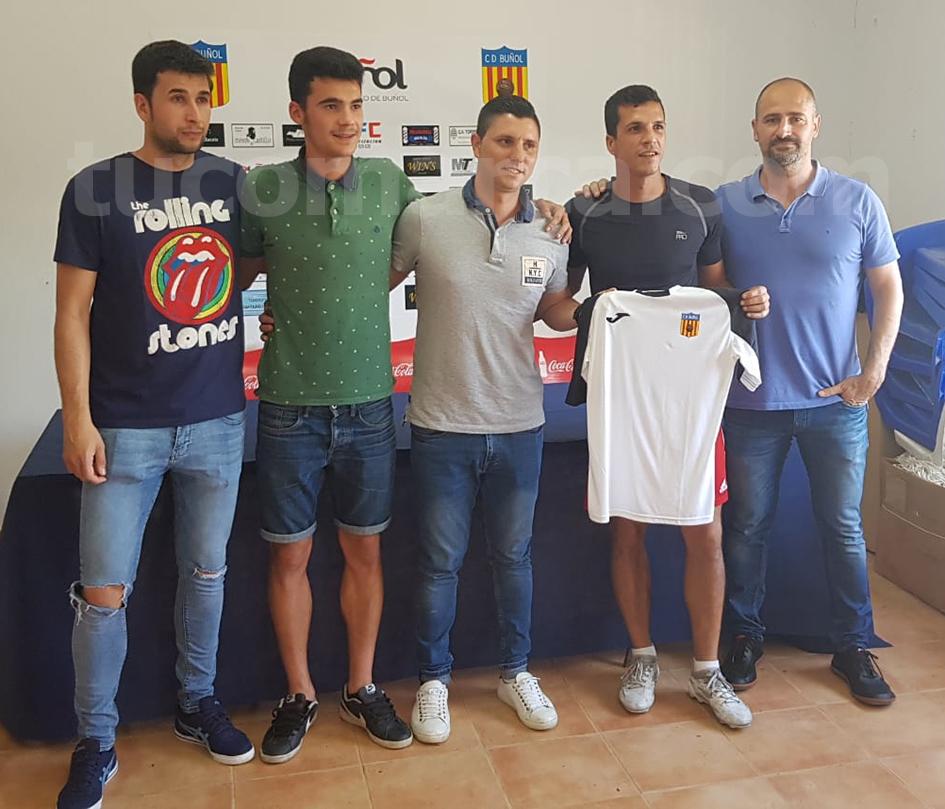 Godo, Ángel Morán, Álvaro Ortí, Edu y Francisco Zanón durante la presentación en las instalaciones del CD Buñol.