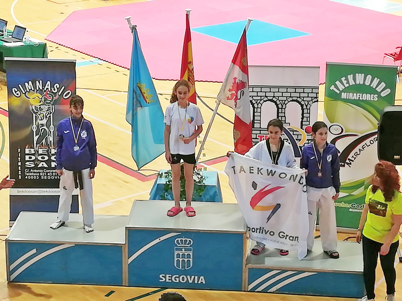Medalla de oro en combate para Daniela en VI Open de Taekwondo Ciudad de Segovia.