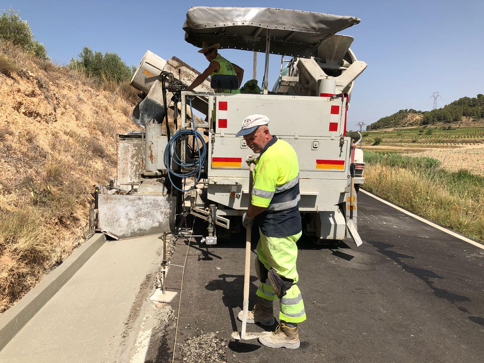 Con una inversión de 1,5 millones de euros, se actuará en decenas de vías de estas comarcas con especial incidencia en la mejora de cunetas, puentes y señalización