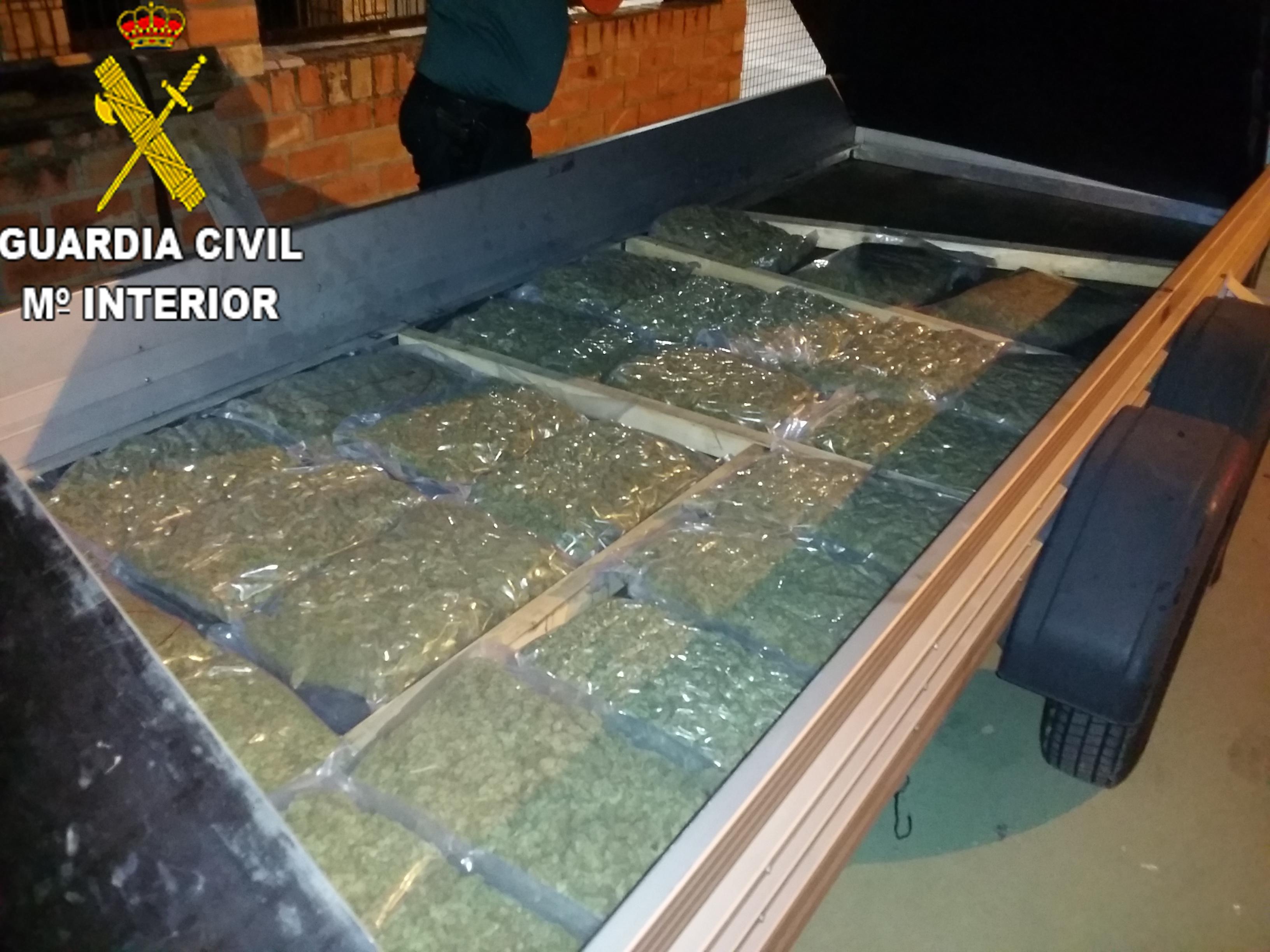 """La Guardia Civil de la Pobla de Vallbona en el marco de la operación """"CHLORIS"""" ha detenido a una persona por delitos de daños con pintadas en edificios de la vía pública"""