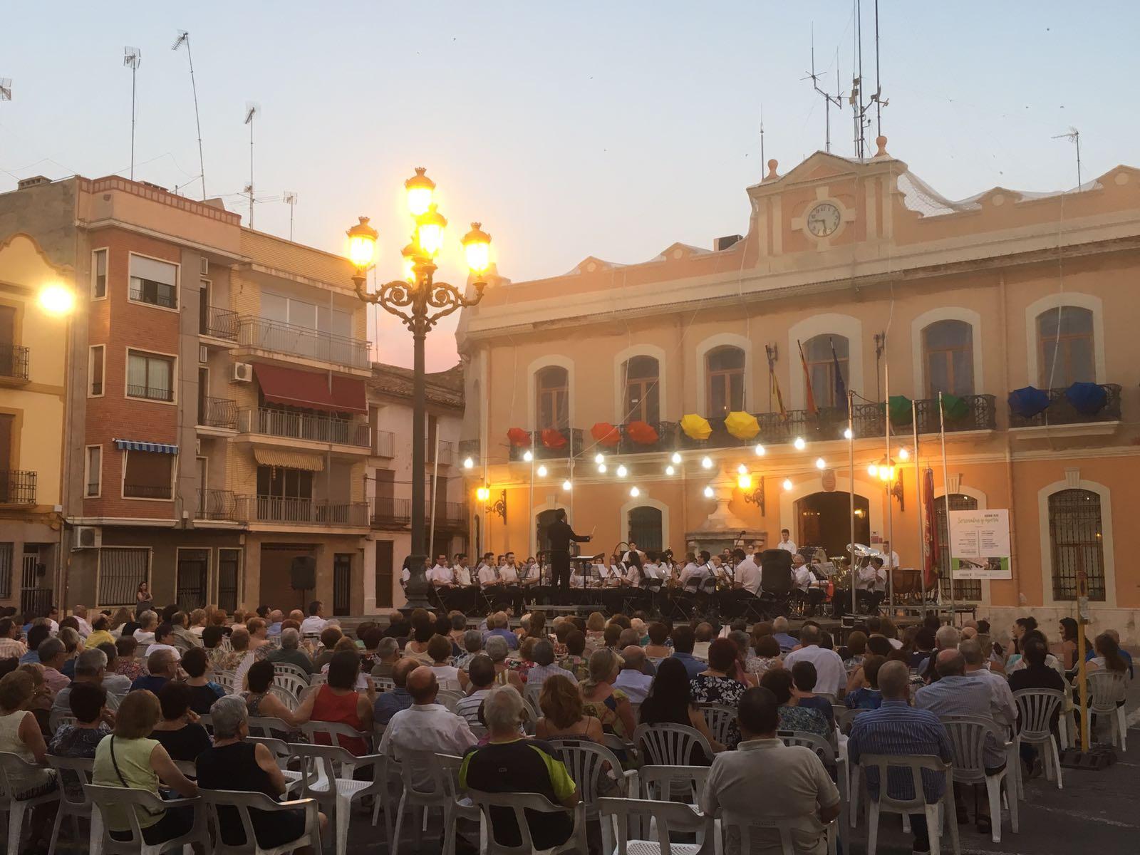 """El acto contó con la participación de la Banda Sinfónica Sociedad Musical """"La Primitiva Setabense"""" de Xàtiva y la Banda Sinfónica """"La Lira"""" de Cheste"""