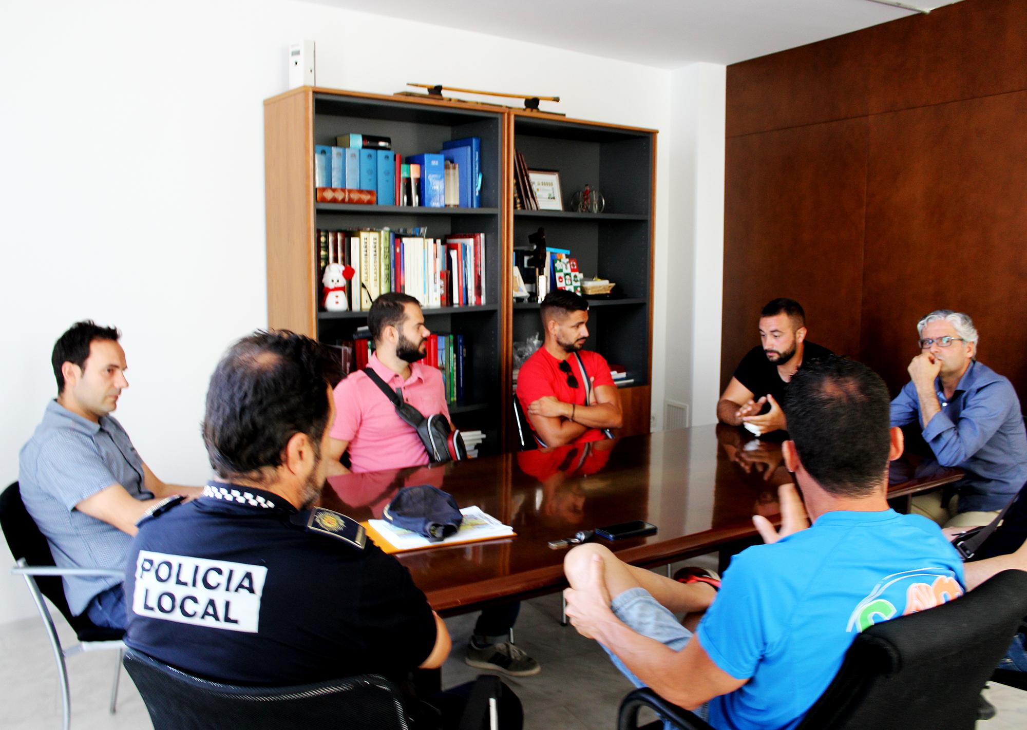 Ha tenido lugar esta mañana en el Ayuntamiento de Vilamarxant con la presencia de representantes municipales, cuerpos de seguridad y propietarios de los almacenes locales implicados.
