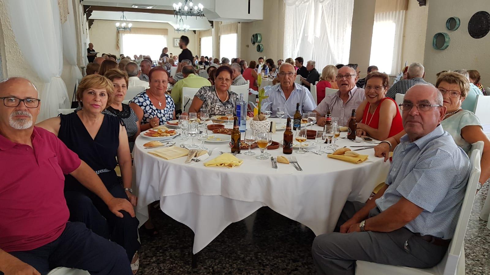 Balls, sopars, espectacles d'humor i un dinar de germanor han sigut alguns dels esdeveniments que ha organitzat la Unió de Jubilats i Pensionistes de Vilamarxant