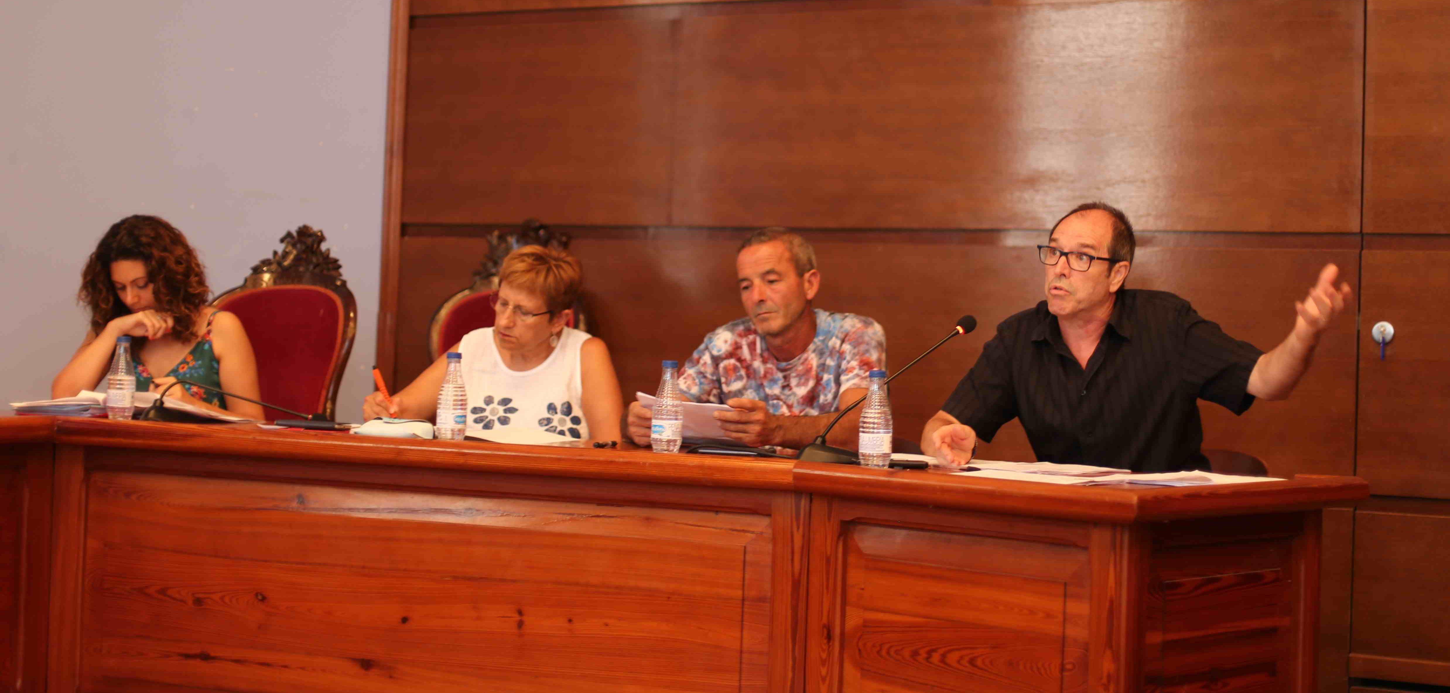 El concejal de Servicios, José Vicente Guijarro, recordó el proceso de concurso público del servicio municipal de recogida de residuos sólidos urbanos y limpieza viaria.