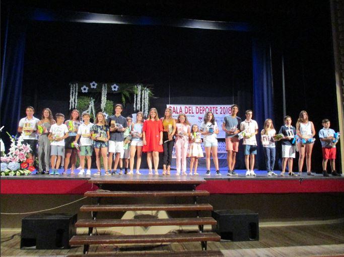 Se hizo entrega de más de cien premios a deportistas locales.