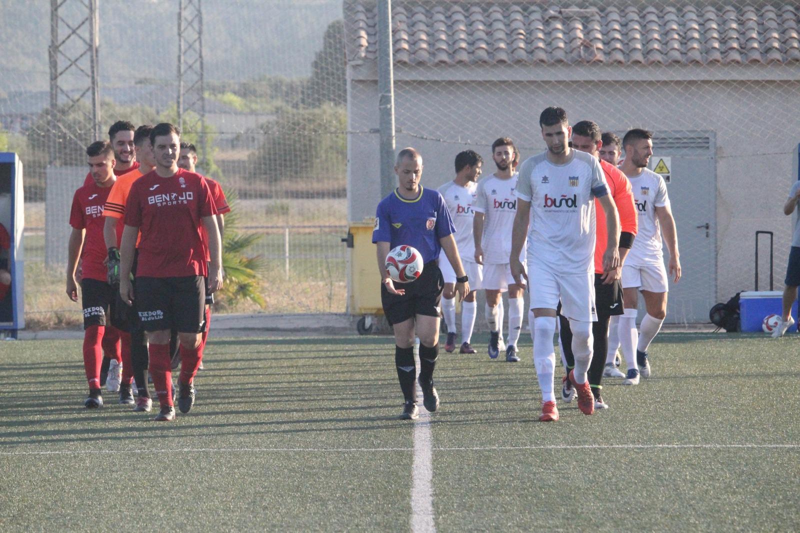El CD Buñol ha comenzado con buen pie la pretemporada venciendo al Oliveral por la mínima. Foto: Raúl Miralles.