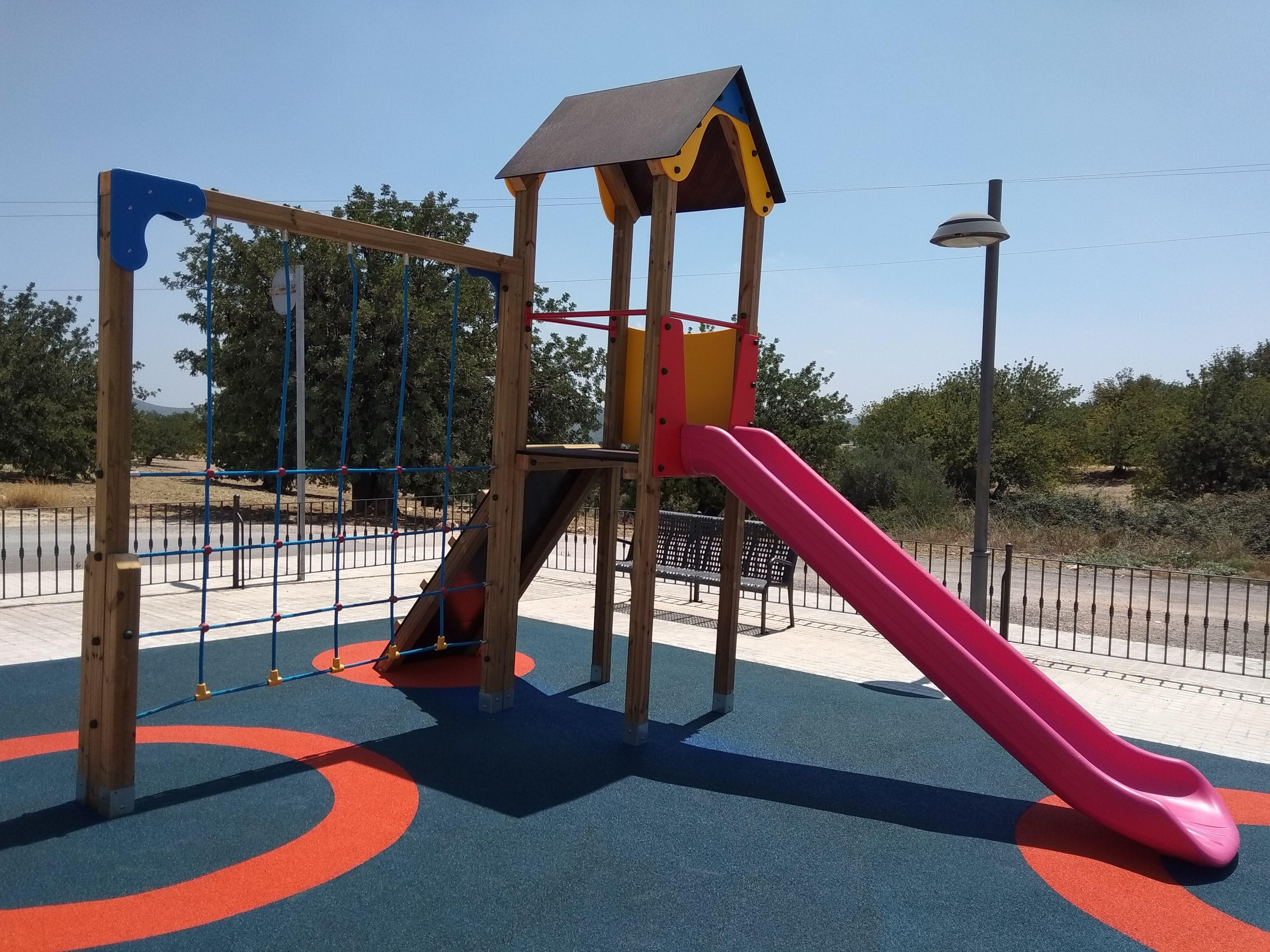 """Ahora todos los niños y niñas del pueblo pueden jugar en un espacio de ocio totalmente renovado, seguro y cómodo""""."""