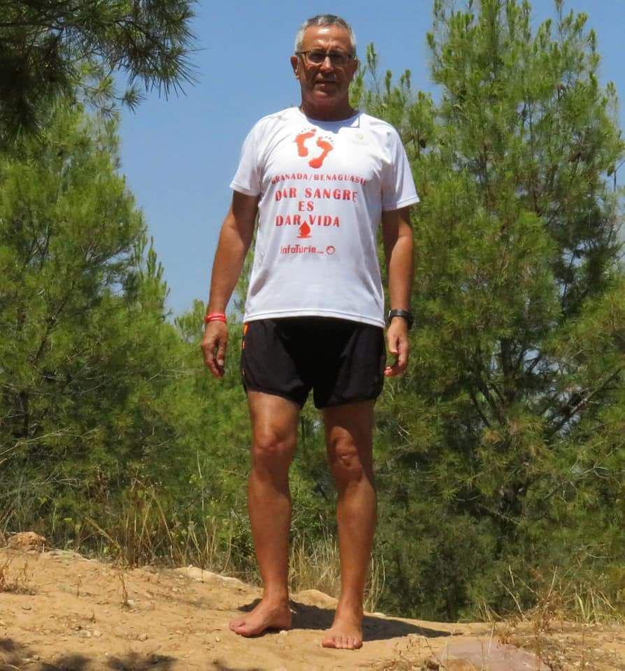 Juan Manuel Darijo, emprendió el reto #caminodarsangreesdarvida, ha emprendido un recorrido de 500 kilómetros descalzo desde Granada hasta Benaguacil para que la sociedad tome conciencia de la importancia de donar sangre.
