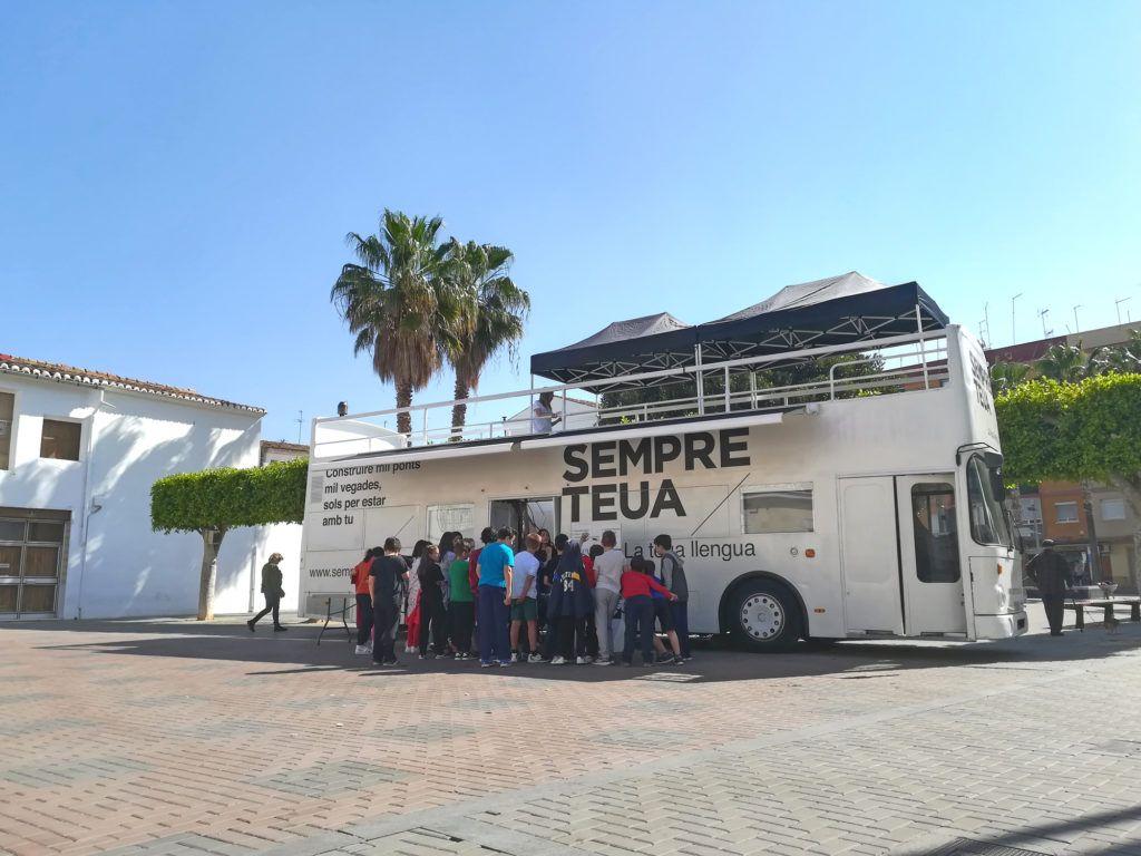 Se trata de una iniciativa de la Generalitat Valenciana para promover el uso del valenciano por todo el territorio autonómico.