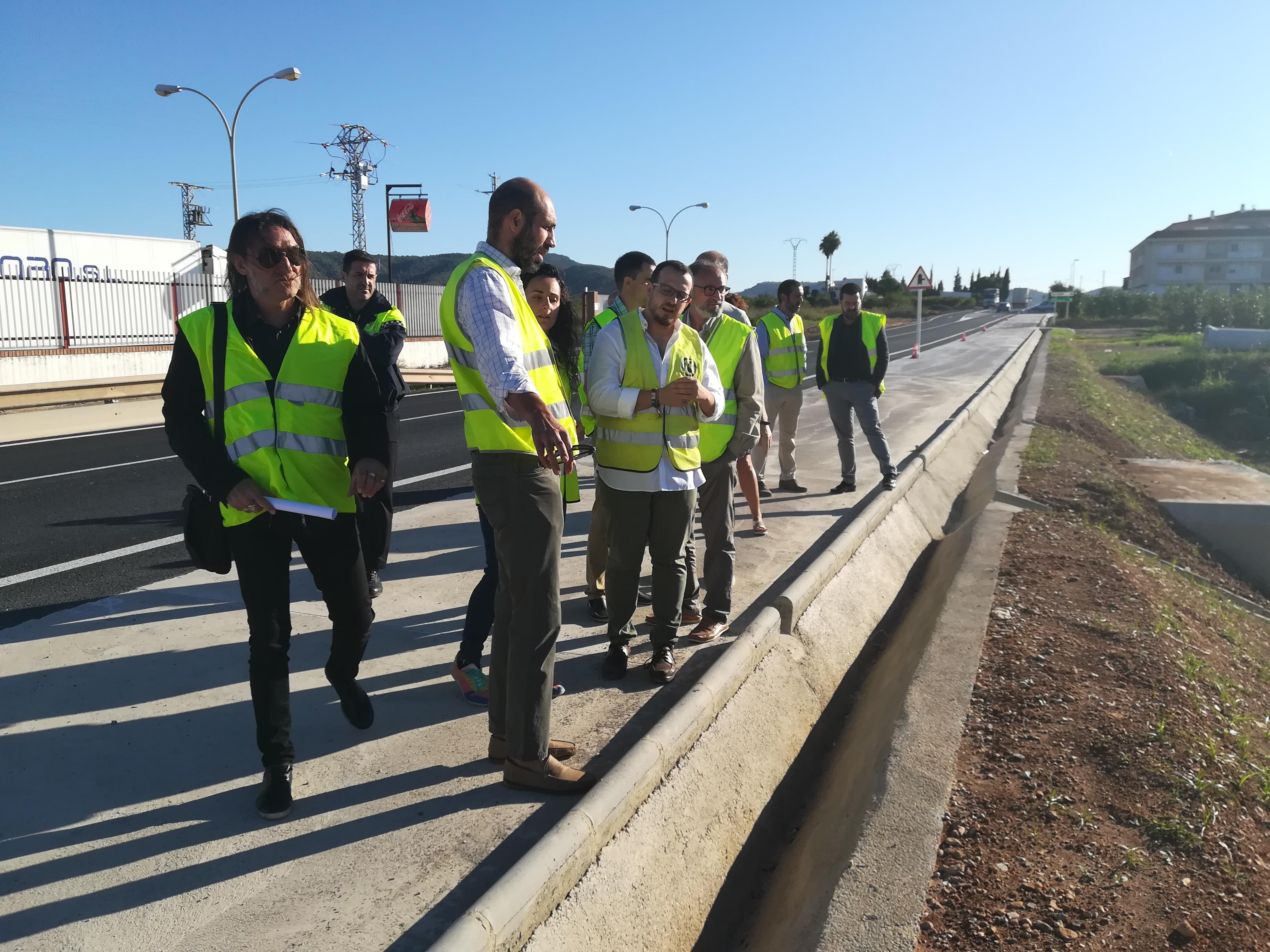 Pablo Seguí, responsable de Carreteres, va visitar junt als alcaldes dels tres municipis la fase final de les obres, el pressupost de les quals ha ascendit a 195.000 euros i ha millorat a més l'accés a Alfarp.