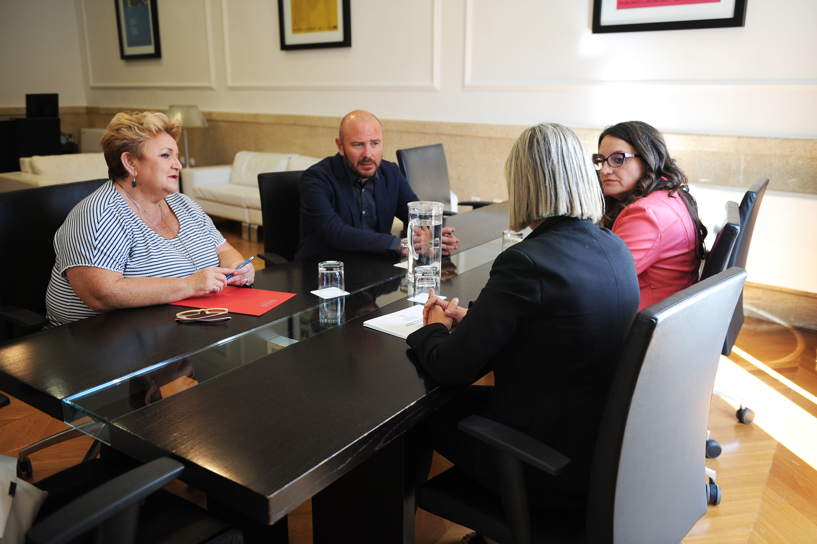 El presidente, Toni Gaspar, se reúne con la vicepresidenta del Consell, Mónica Oltra, en un nuevo impulso a la política de colaboración que ahora tendrá comisiones bilaterales entre ambas instituciones.