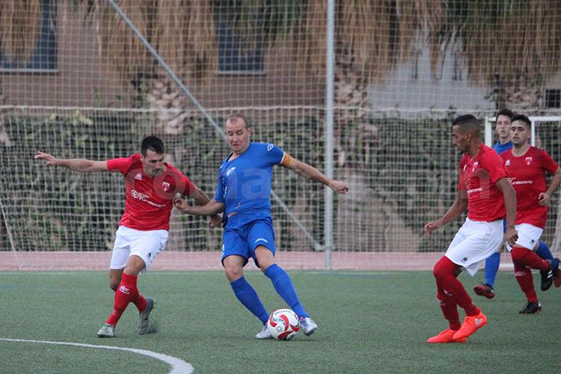 El CD Turís no ha podido pasar del empate frente al Juventud Manisense. Foto: Raúl Miralles.