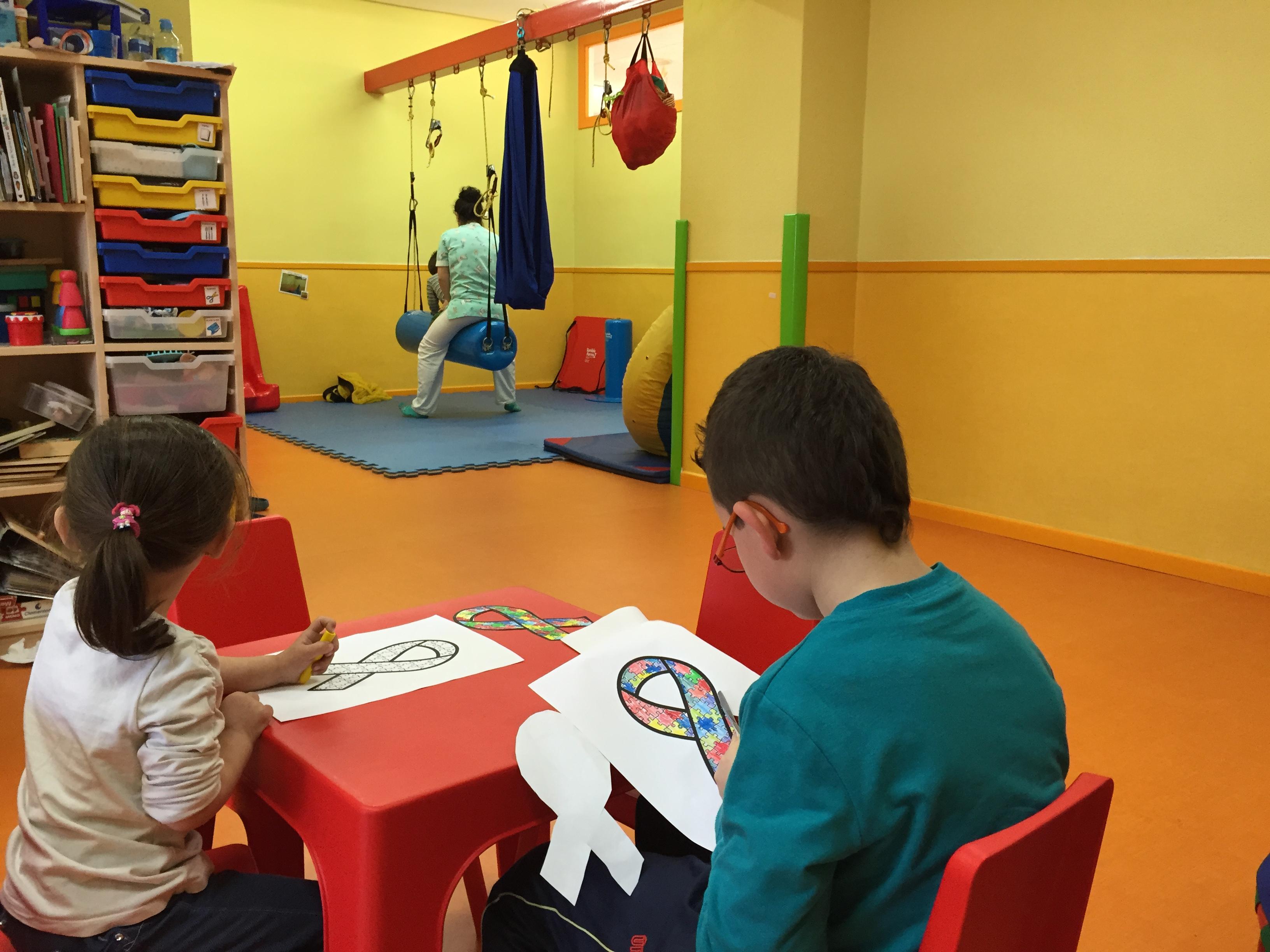 La Unidad de Neurorrehabilitación Infantil del Hospital de Manises atiende a 26 jóvenes con daño cerebral.