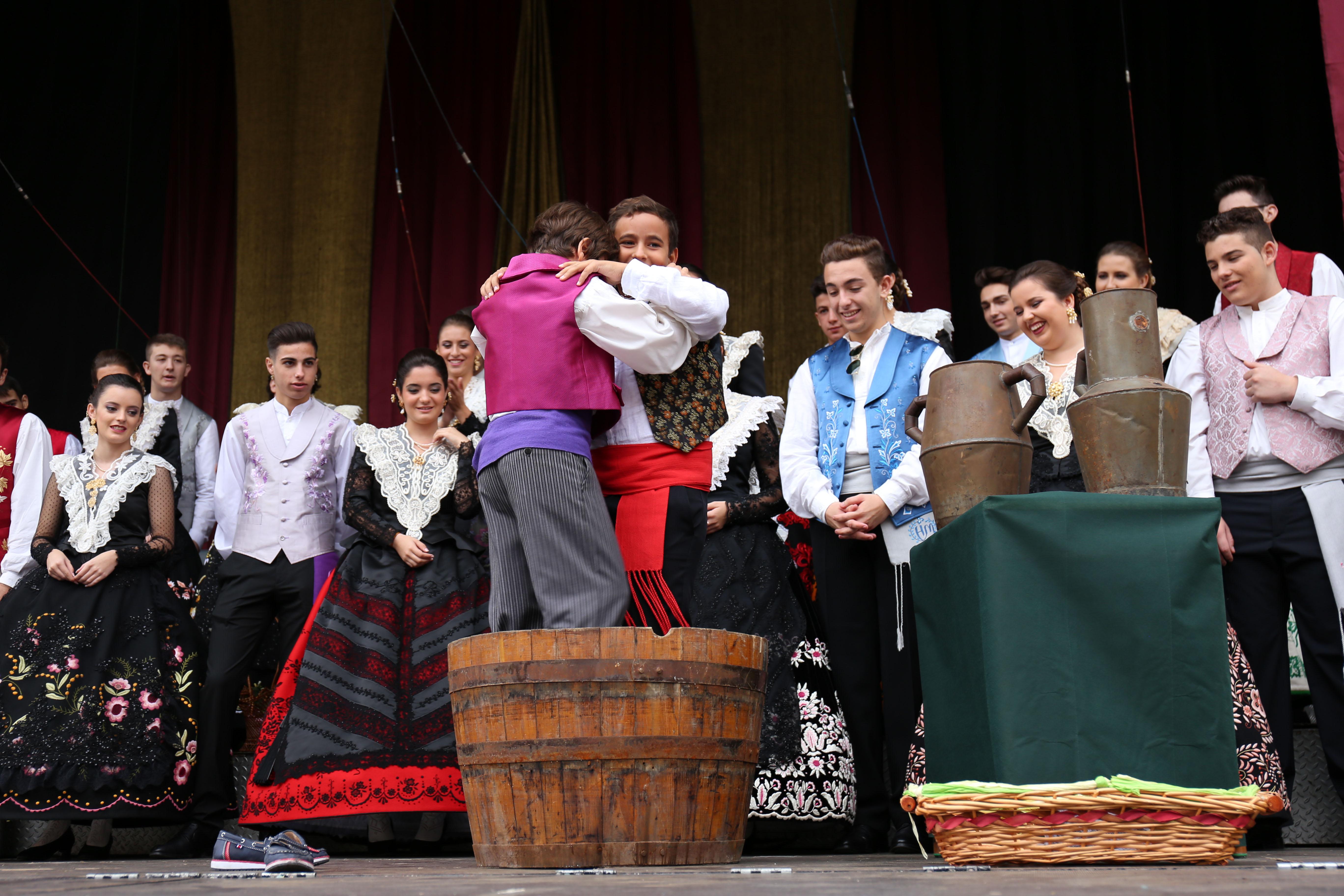 «La Pisá de la uva» es el arranque de la Fiestas de la Vendimia de Cheste.