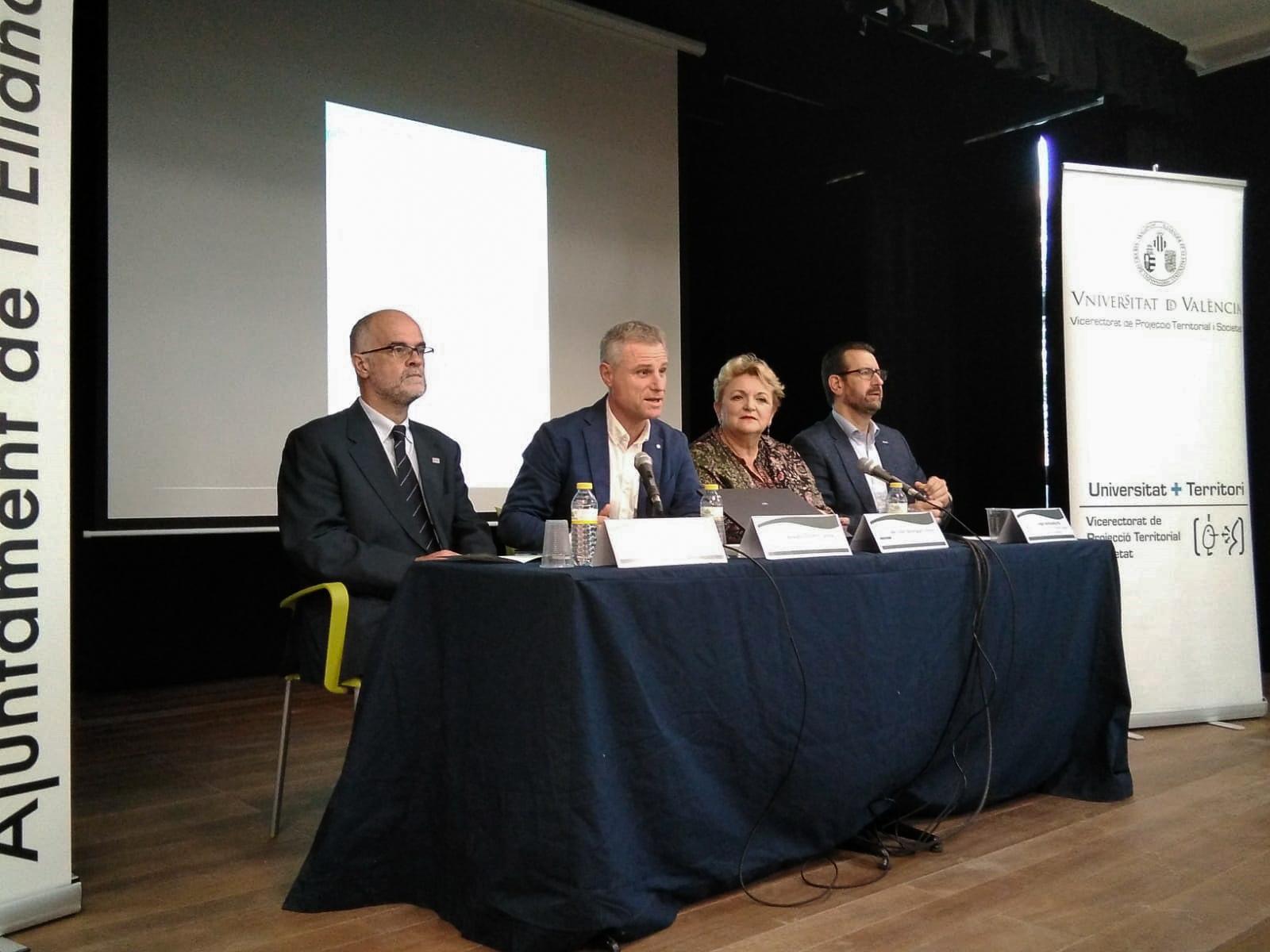Diputada de Bienestar Social, Mercedes Berenguer, el alcalde de l´Eliana, Salvador Torrent y el vicerrector de Proyección Territorial y Sociedad de la UV, Jorge Hermosilla.