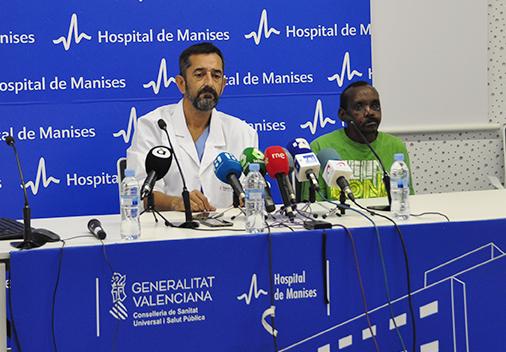 Las intervenciones con técnicas microquirúrgicas en el Hospital de Manises han permitido al paciente mejorar el habla y las habilidades en la mano.