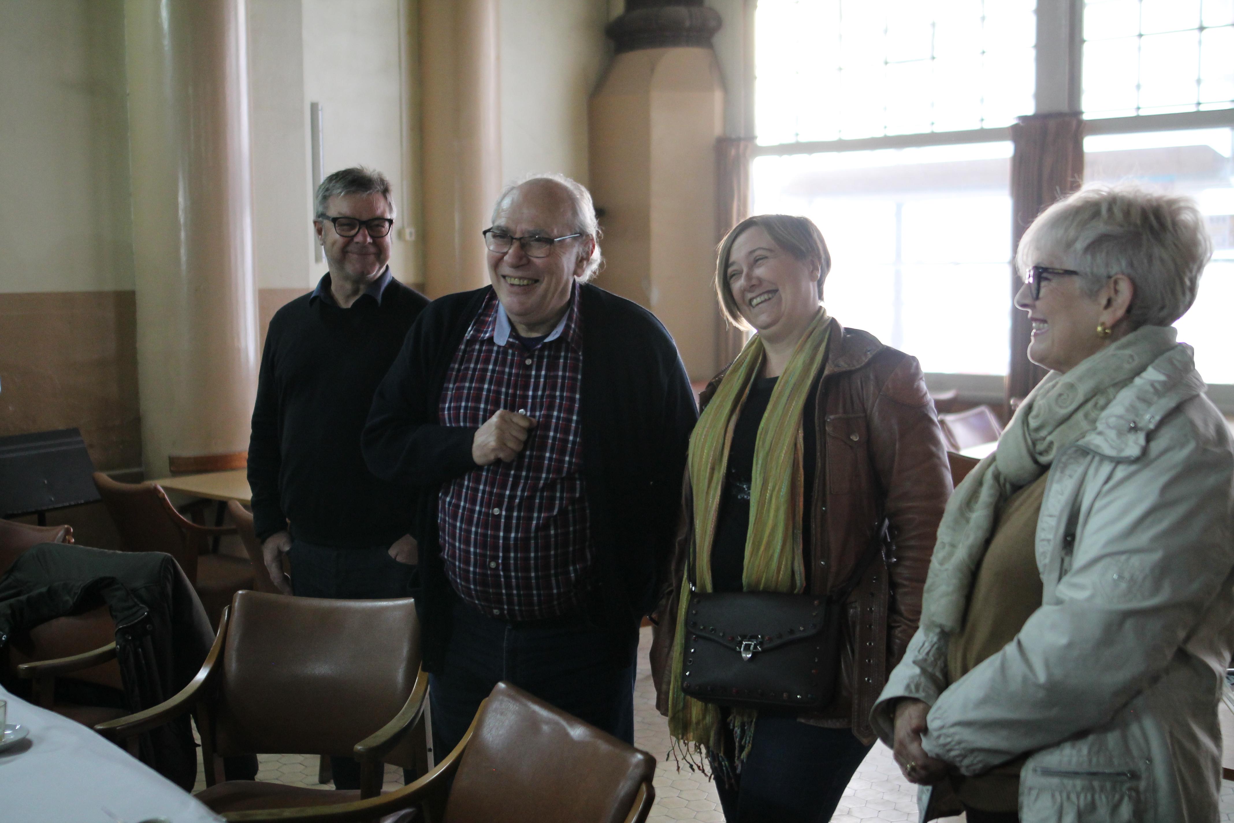 L'alcaldessa de Sueca i regidors junt al president de l'associació.