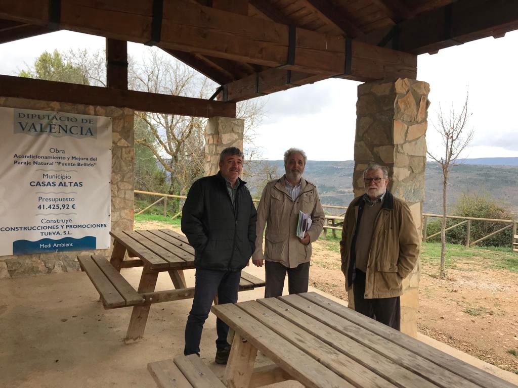 El acondicionamiento del entorno de la 'Fuente Bellido' y la mejora de la zona recreativa se han realizado con una inversión de 41.425 euros.