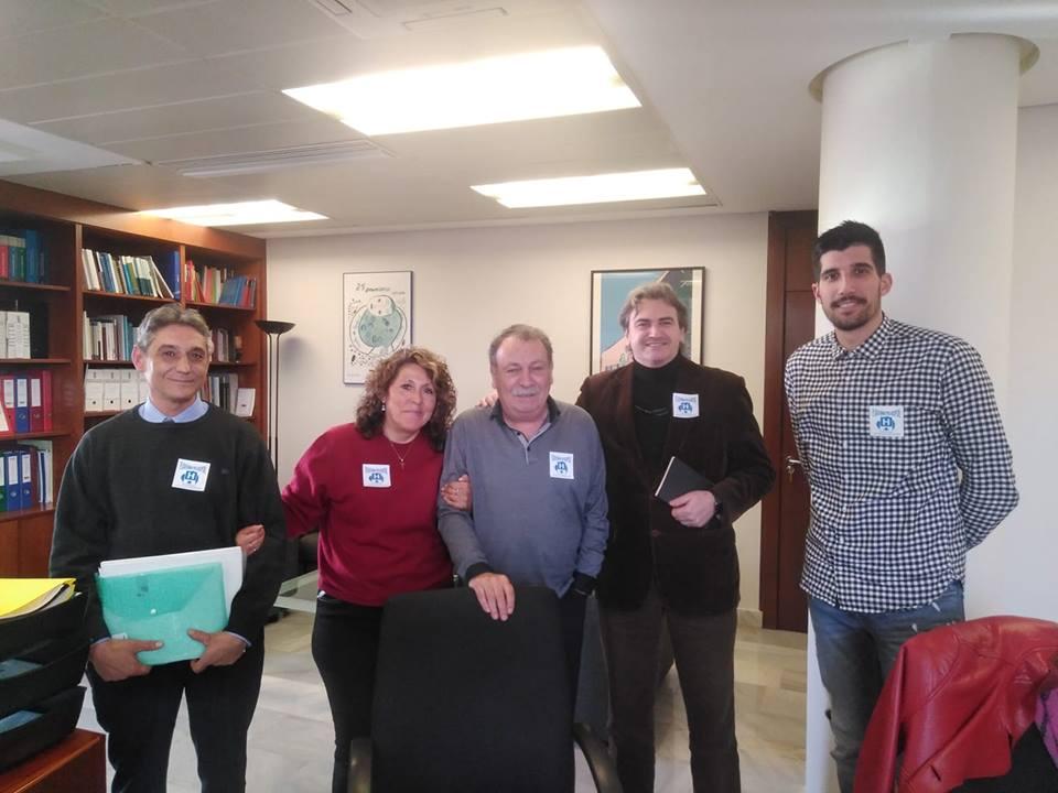 Integrantes de la Plataforma pro hospital con concejales de La Hoya.