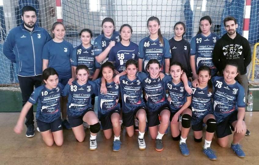Equipo infantil femenino del club de balonmano de Buñol.
