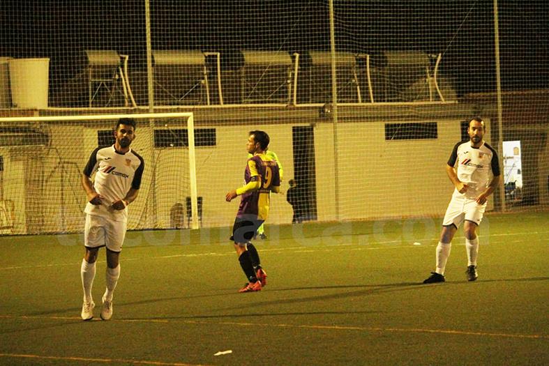 El CD Buñol se ha llevado la victoria por la mínima contra el Burjassot. Foto: Raúl Miralles.