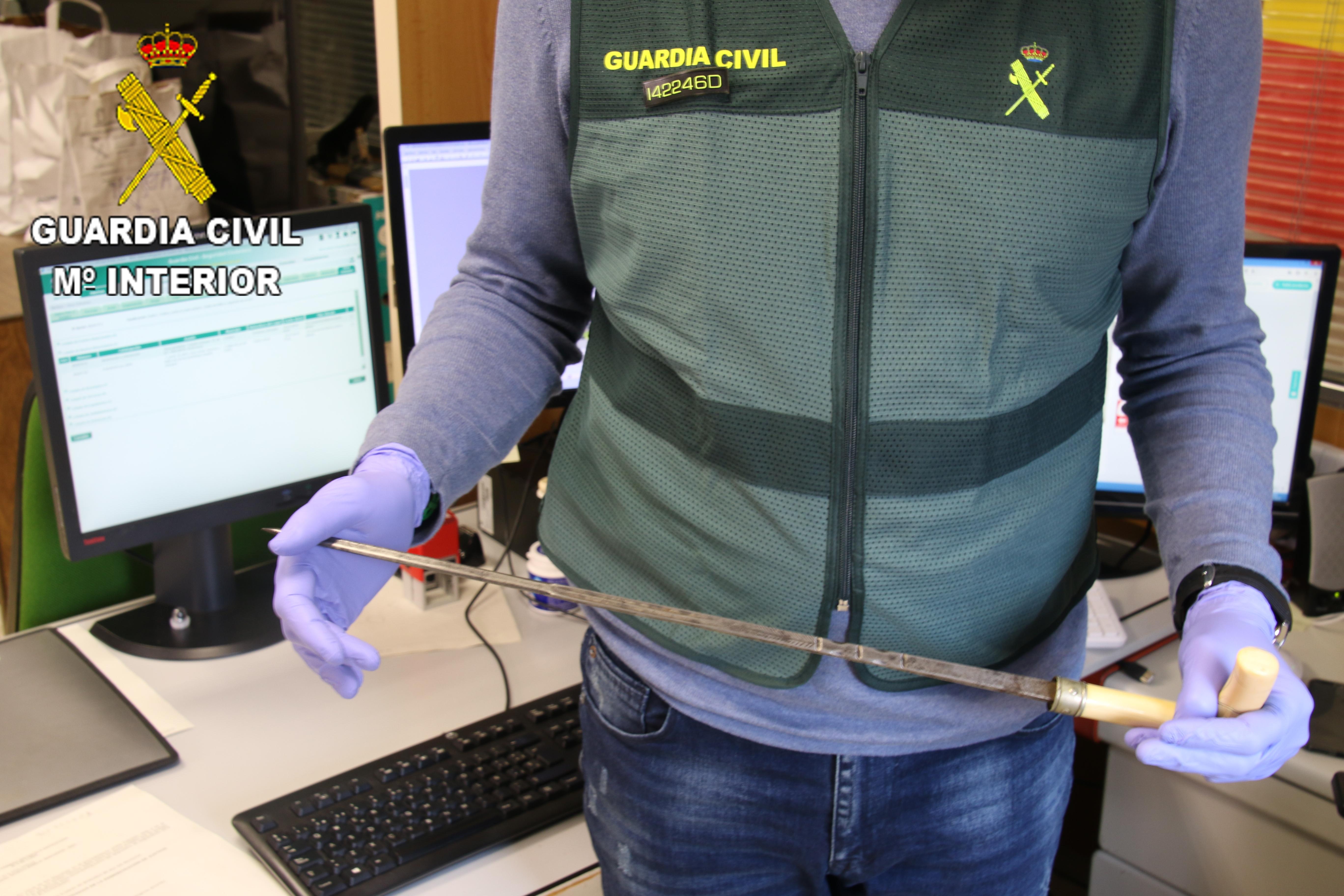 Imagen facilitada por la Guardia Civil del bastón estoque.