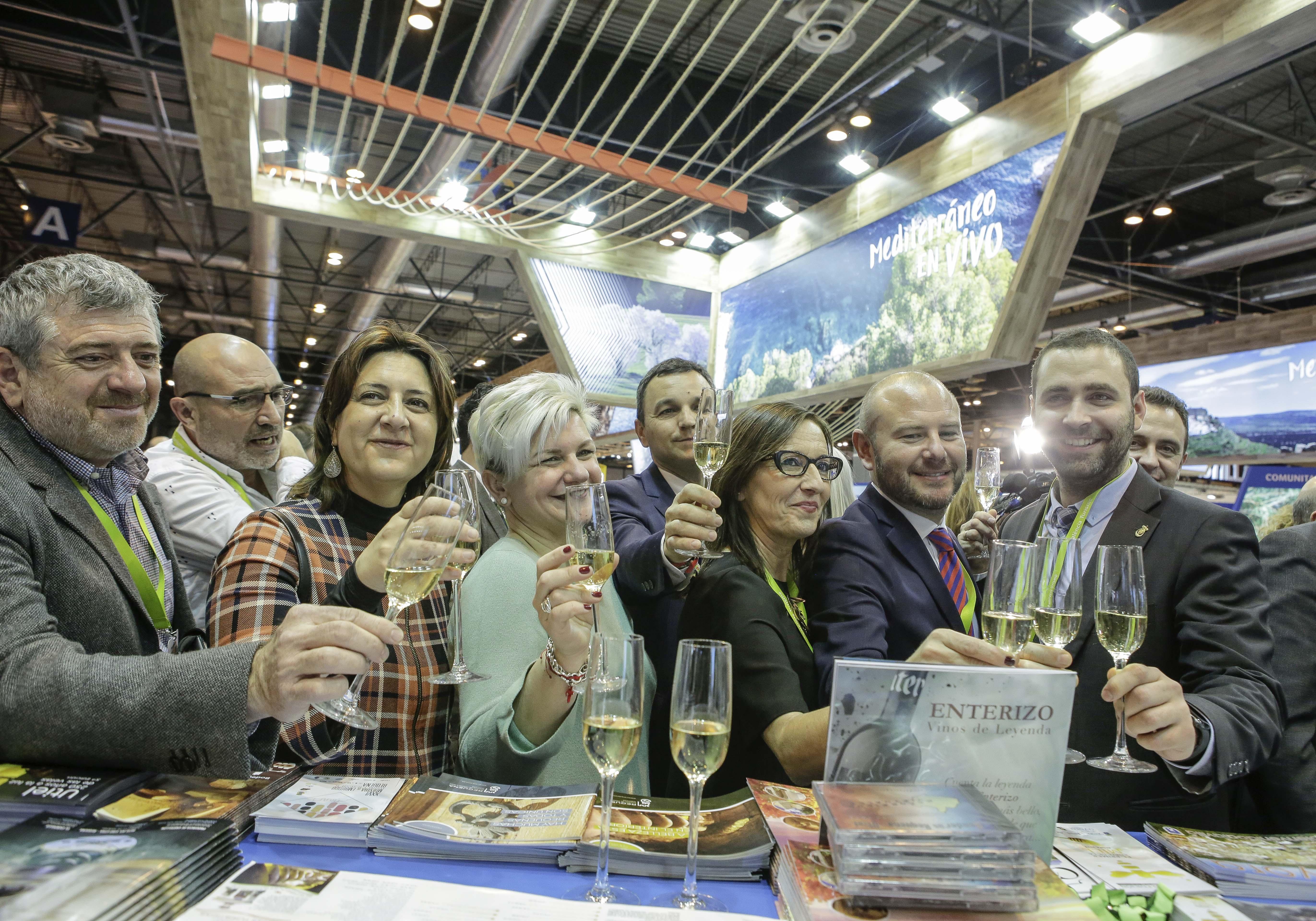 El presidente, Toni Gaspar, y la vicepresidenta, Mª Josep Amigó, recorren los espacios de Requena, Utiel, Buñol, Cofrentes y Ayora, referentes del turismo de interior de la provincia.