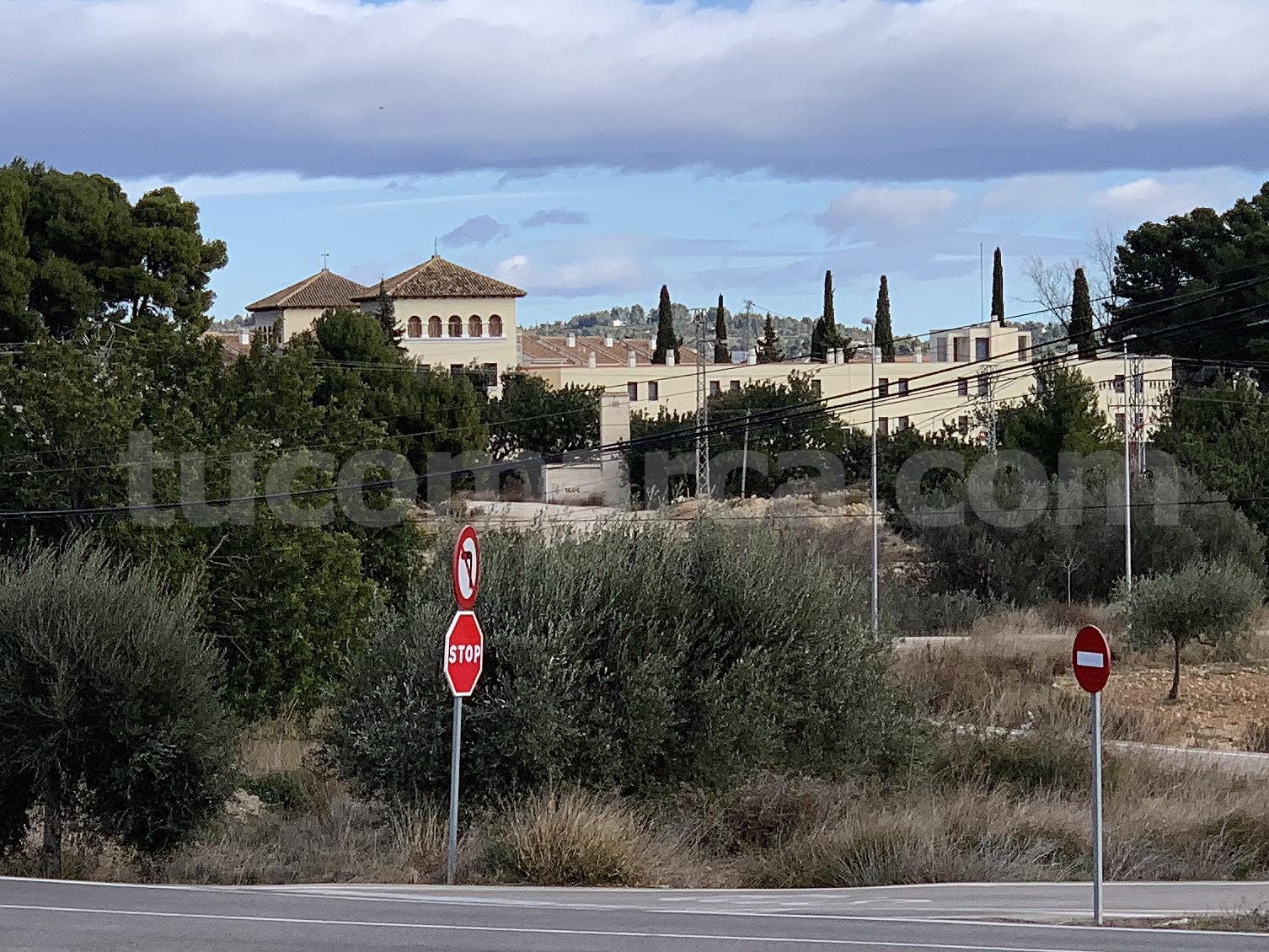 El albergue de Alborache está ubicado en las afueras de la localidad.