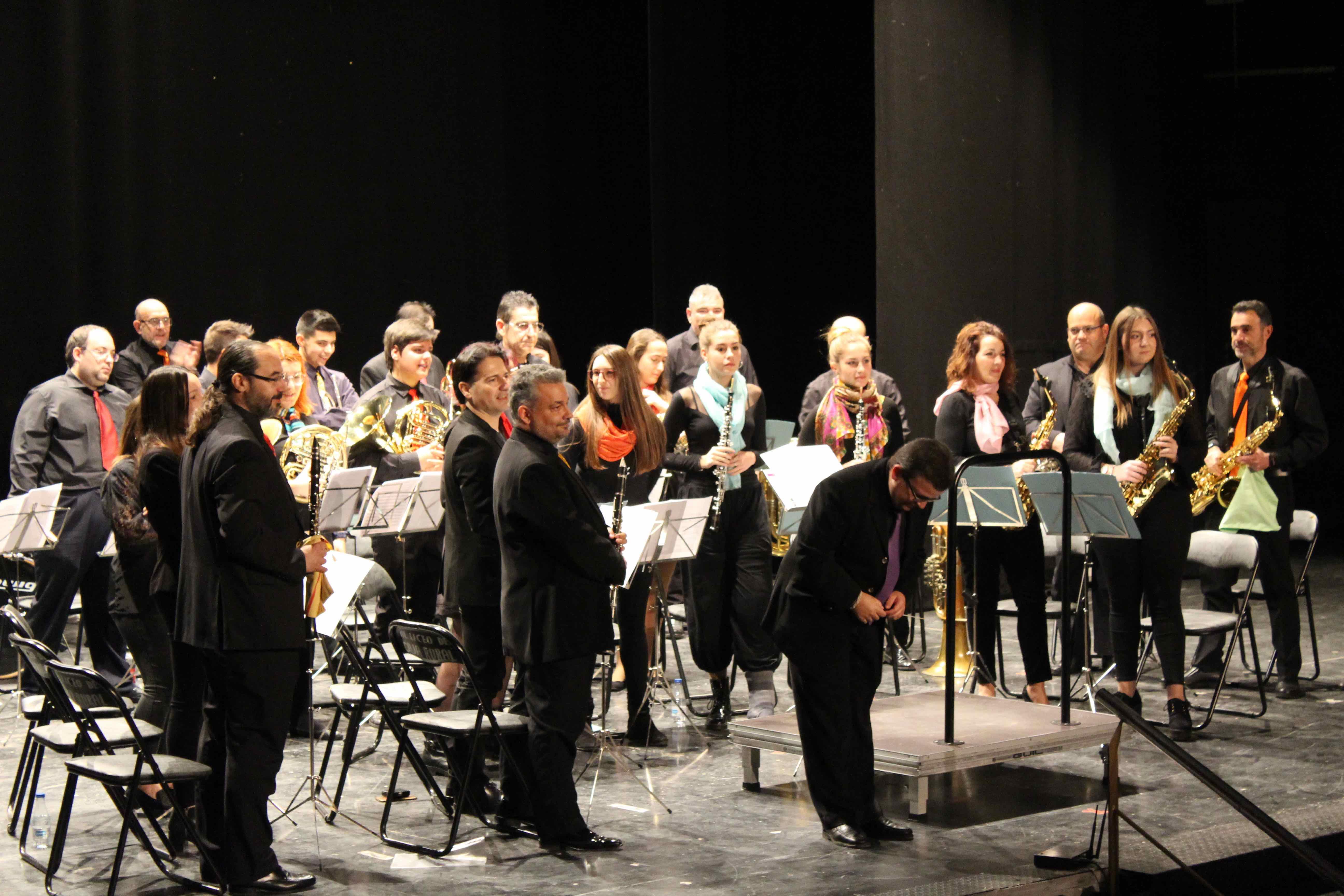 """Concierto solidario """"Toda una vida"""", a cargo de la agrupación musical Amigos de la Música, dirigida por Manolo Tarín, en el Teatro Liceo."""
