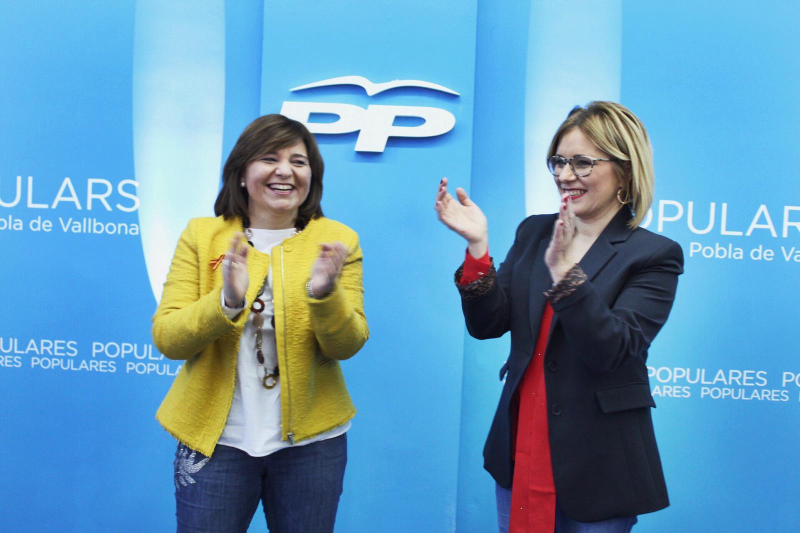 La Presidenta del PP, Isabel Bonig,con la candidata, Carmen Contelles.