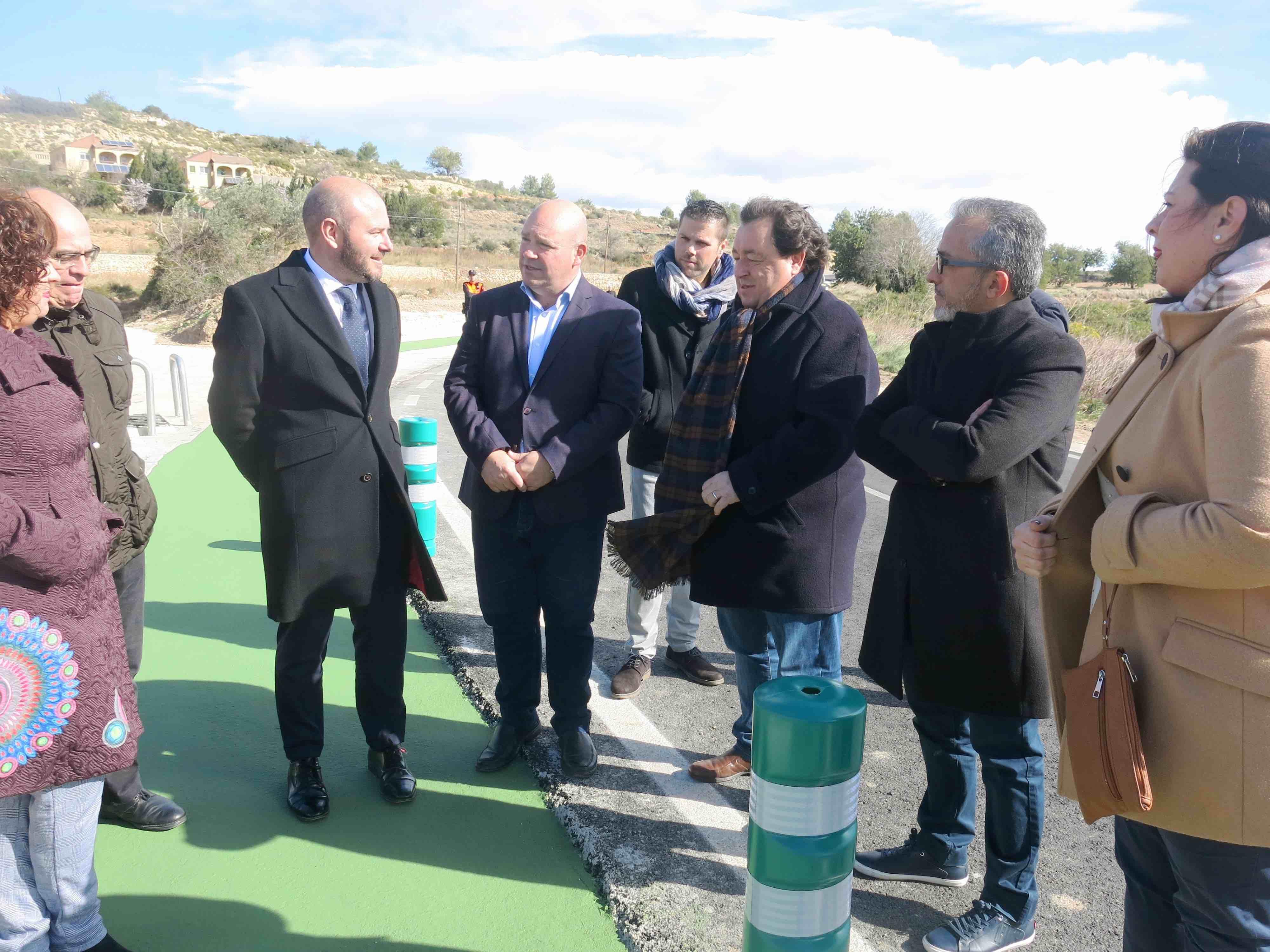 Toni Gaspar visita las obras de acceso a Turís por la CV-50 que ha subvencionado la Diputación de Valencia.