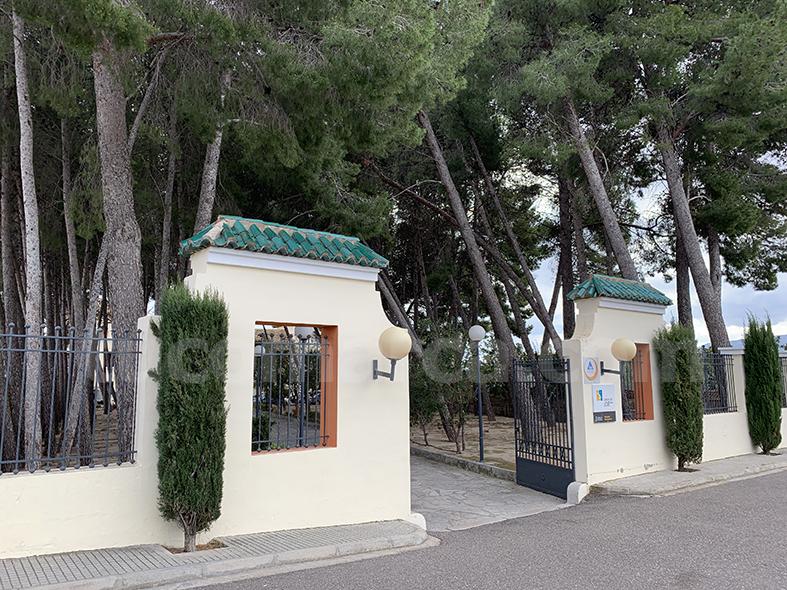 El albergue ya acoge a los primeros menores como centro de recepción.