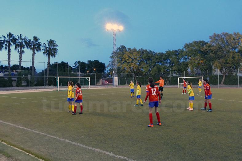 El CD Cheste femenino y L'Eliana han ofrecido un partido donde ha reinado la deportividad. Foto: Guillermo Rodríguez.