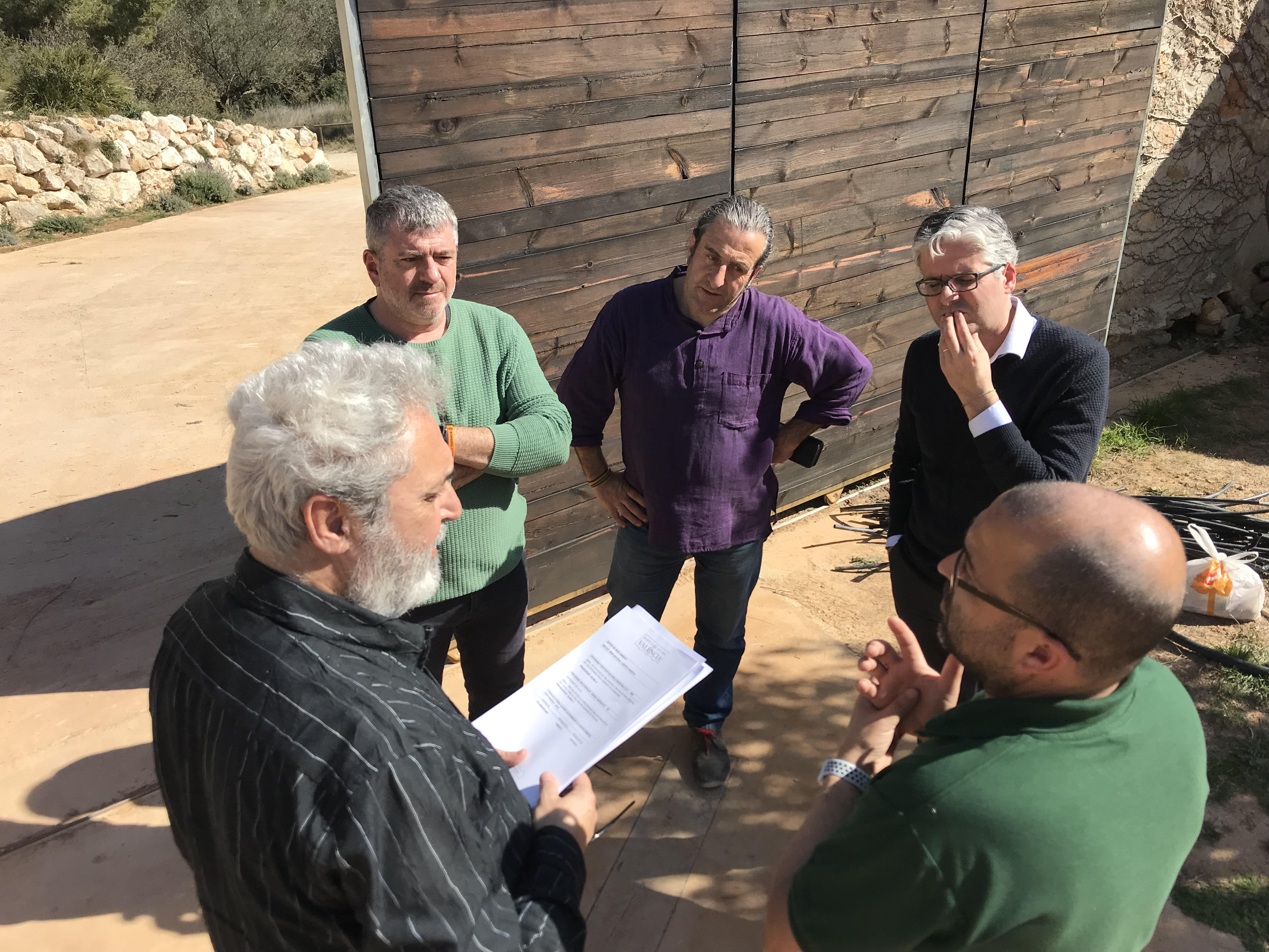 El diputado de Medio Ambiente, Josep Bort, ha visitado este paraje acompañado por el alcalde del municipio, Jesús Montesinos.