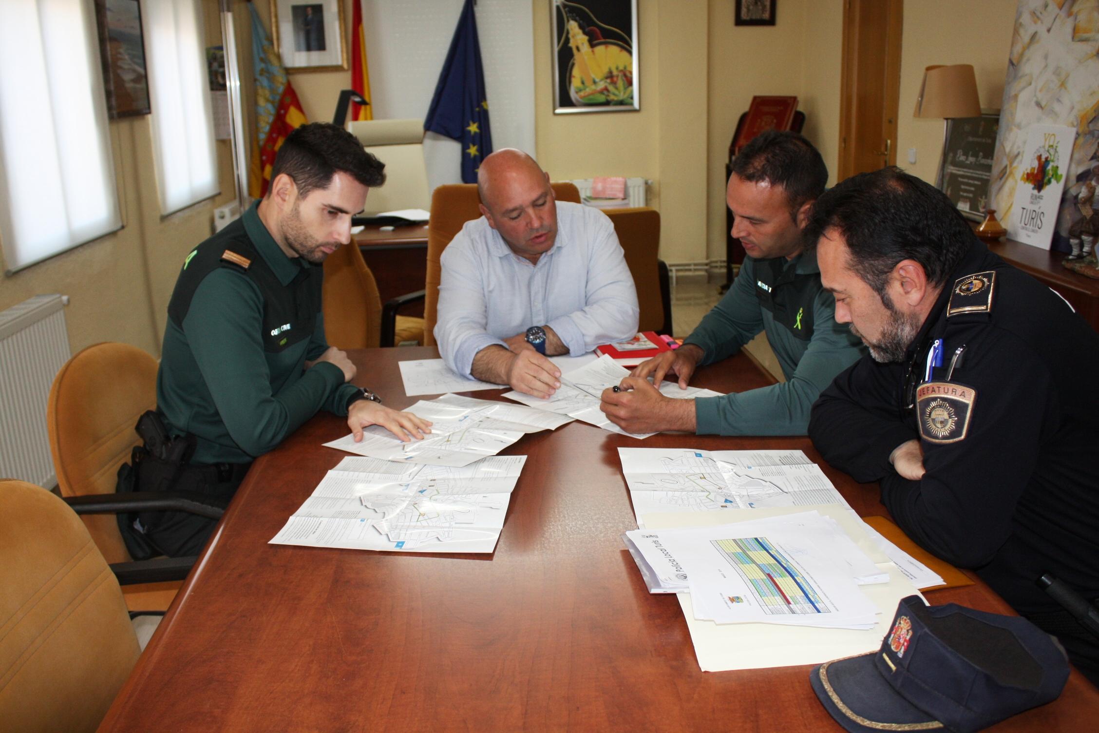 Policía Local de Turís y Guardia Civil de Chiva coordinan el operativo de seguridad para fallas.