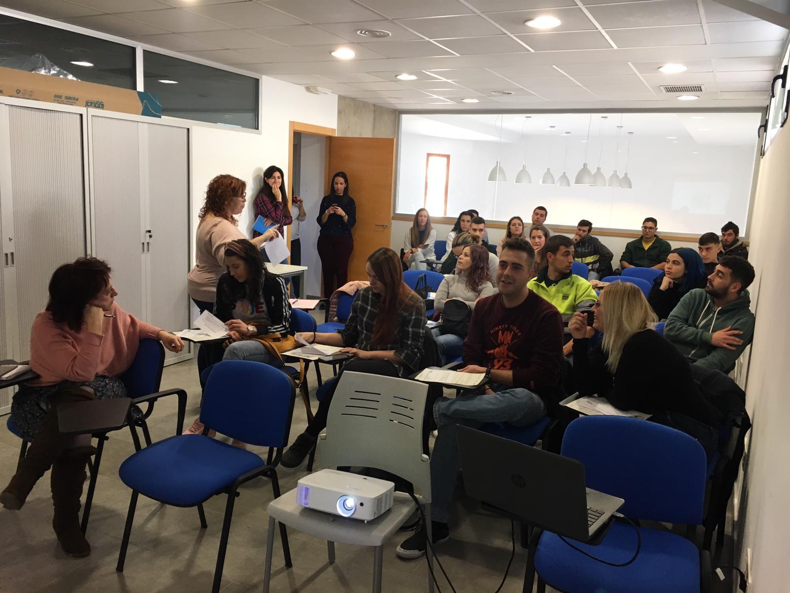 Labora imparte una sesión informativa en la Mancomunidad sobre el Sistema de Garantía Juvenil.