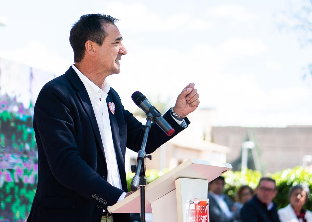 El actual alcalde de la localidad y cabeza de lista, Robert Raga.