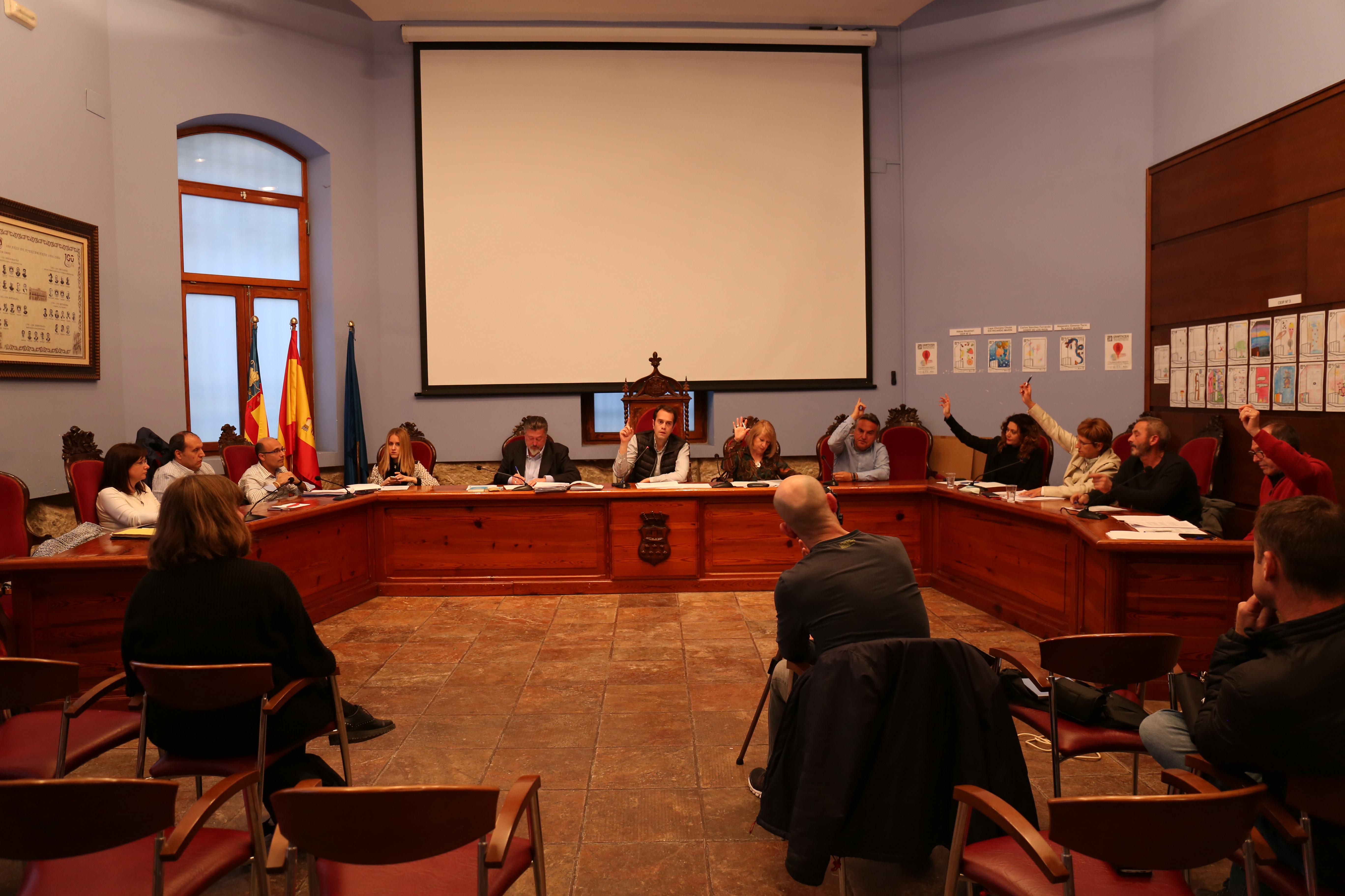 Sesión plenaria del Ayuntamiento de Cheste.