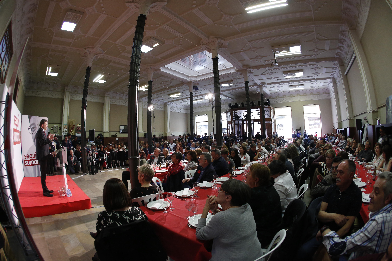 El president de la Generalitat y secretario general del PSPV-PSOE anuncia la inversión de 30 millones de euros para un programa de reestructuración y cambio varietal destinado a los citricultores valencianos.