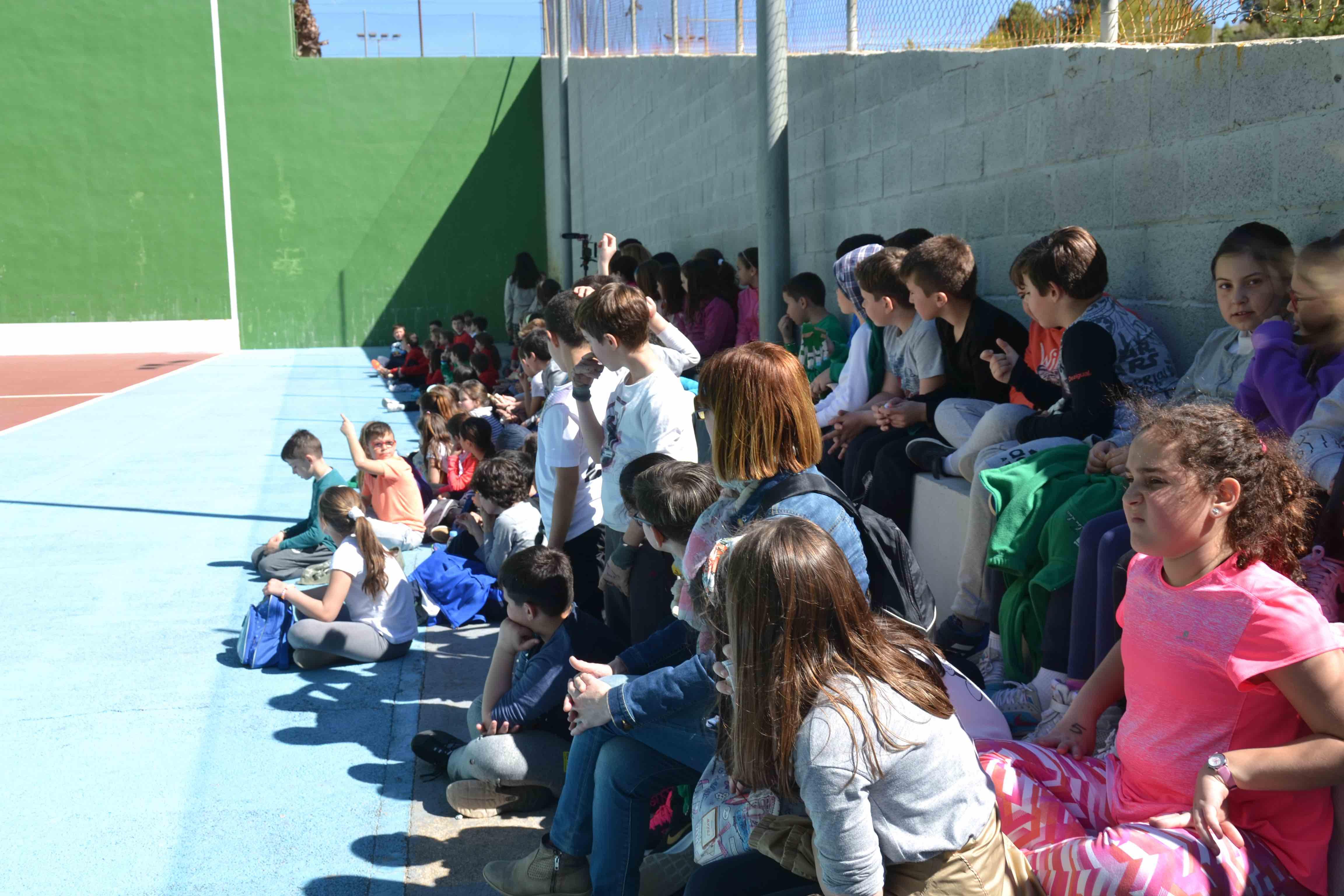 Los alumnos de 1º y 2º de Primaria de los tres colegios de Buñol celebran el Día del Deporte este viernes.