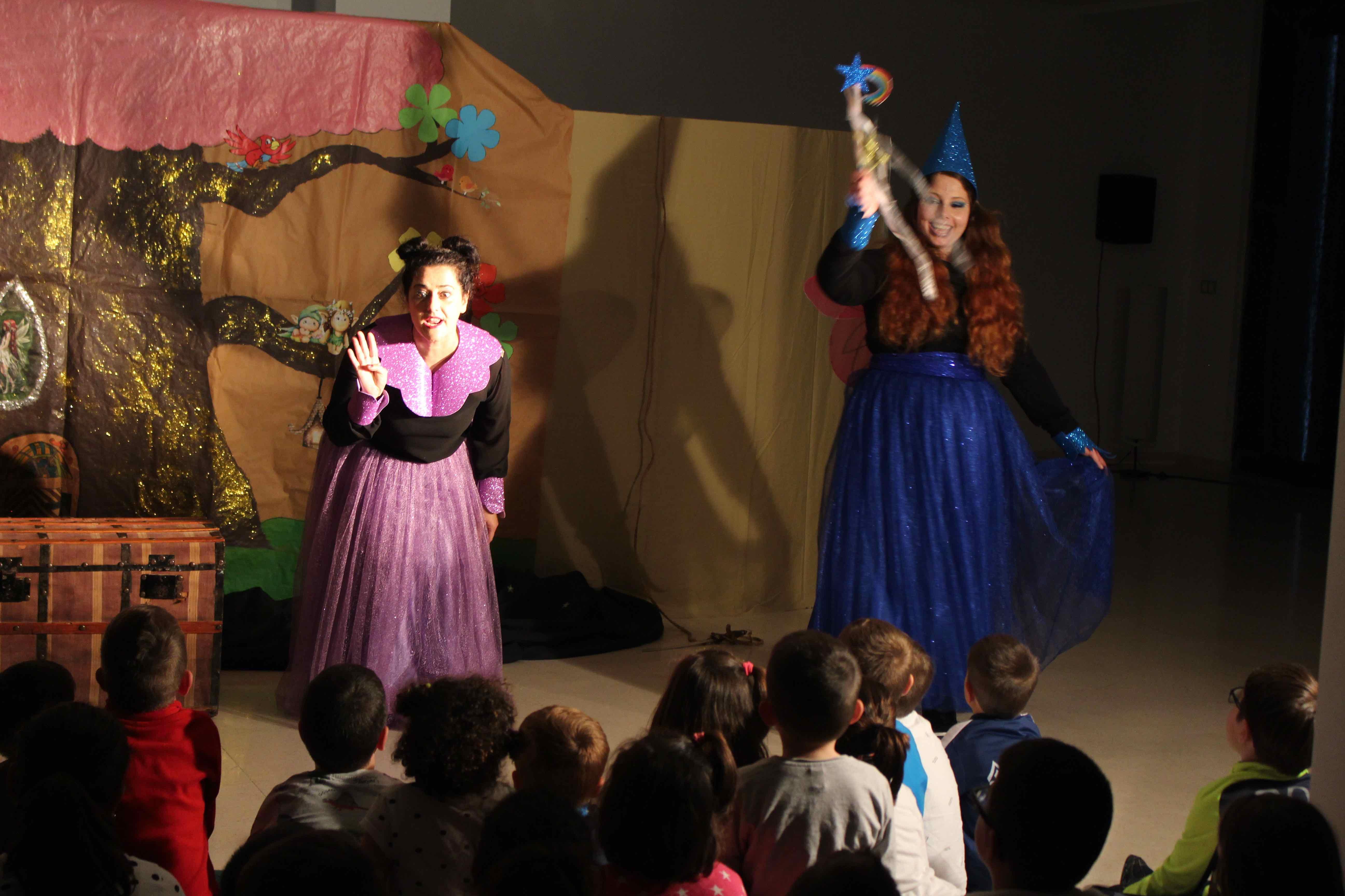 Farándula Teatro puso el broche de oro al ciclo de cuentacuentos teatralizados que se organizan cada mes en la biblioteca municipal, con la colaboración de la concejalía de Cultura.