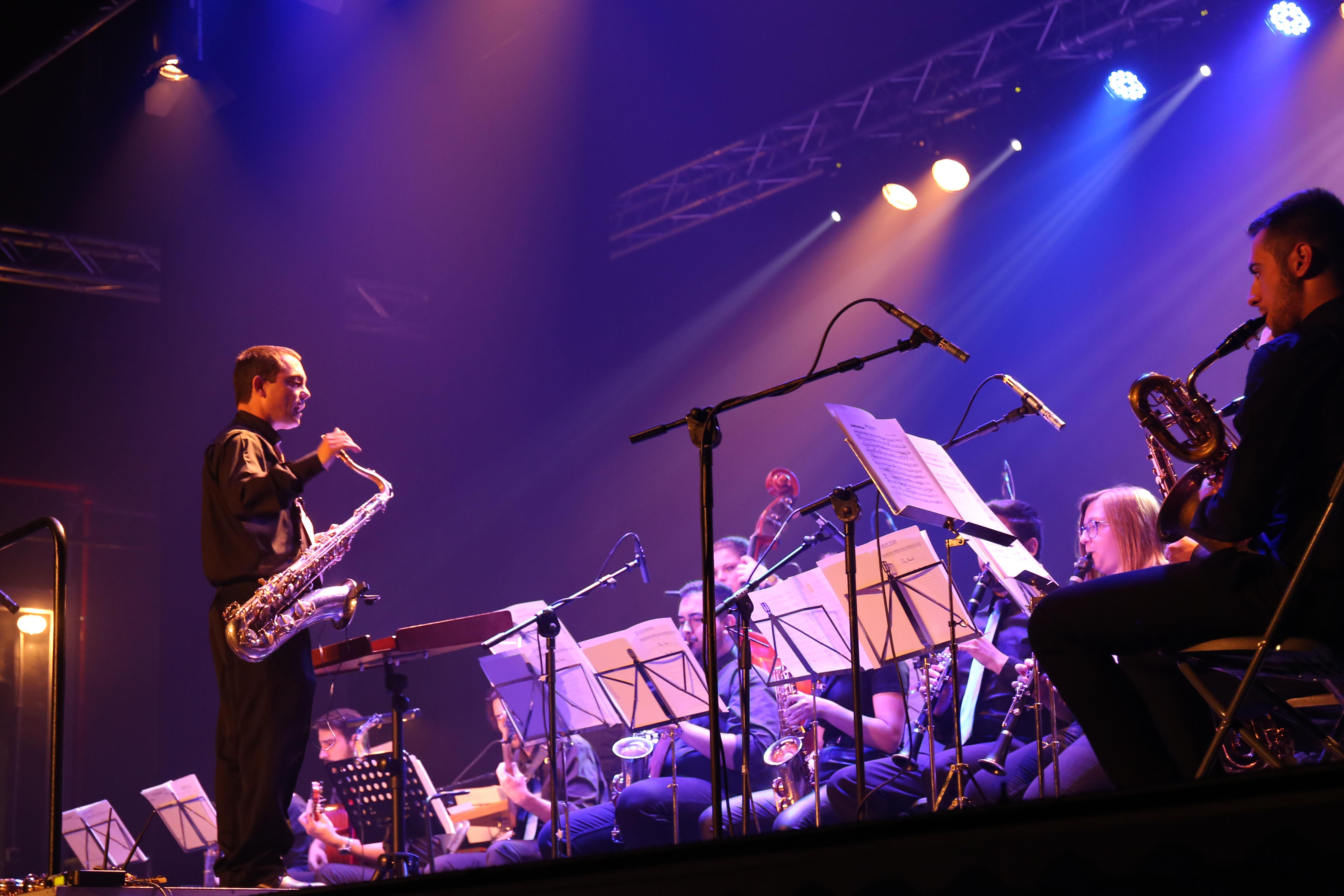 """Cheste disfruta del teatro y la música con el espectáculo """"Two ladies or not two ladies"""" y el concierto de jazz de la Big Band CSMC """"Salvador Seguí""""."""