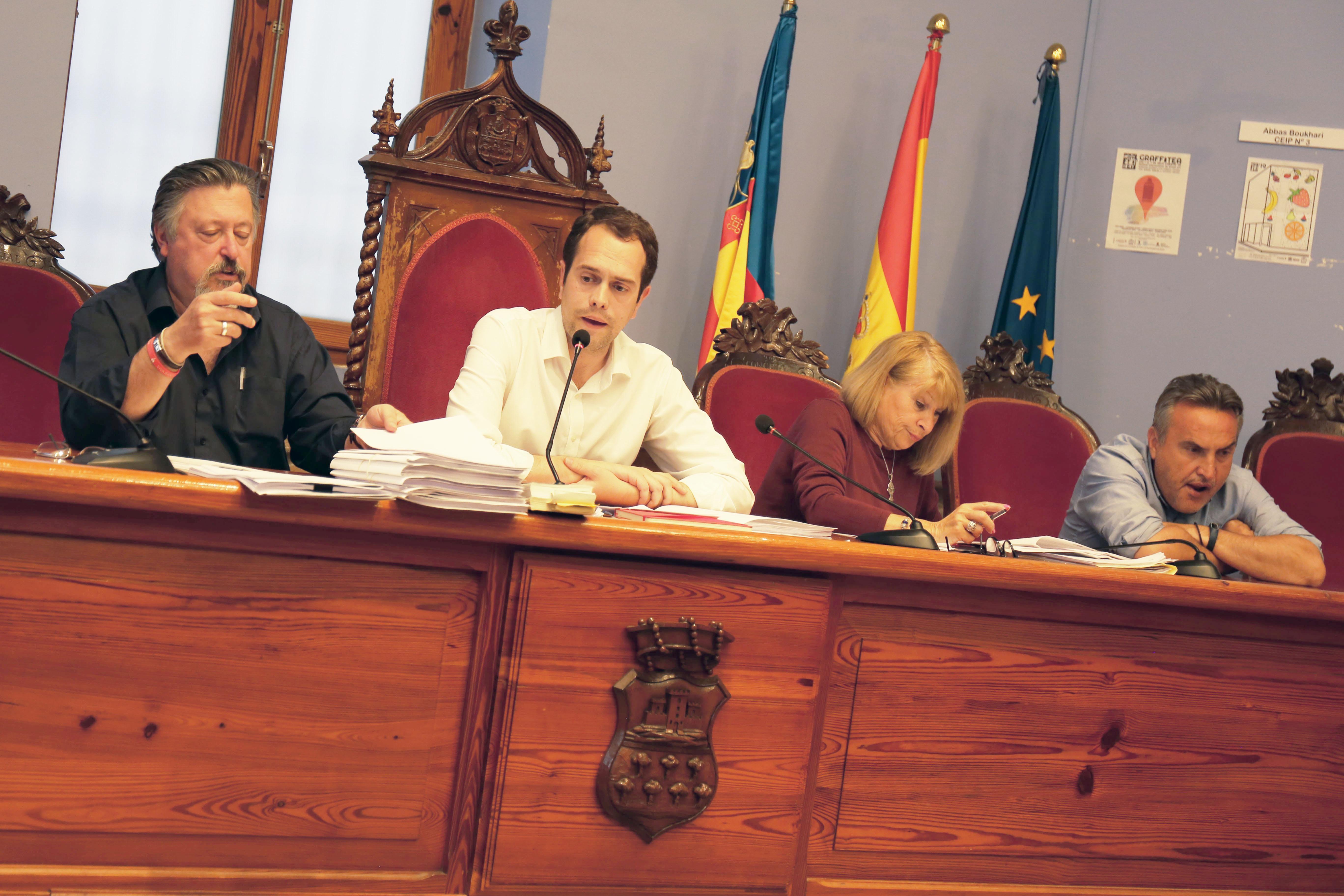 "El pleno aprueba la cesión de uso de la Casa de la Música a la Asociación Musical Banda ""La Lira""."
