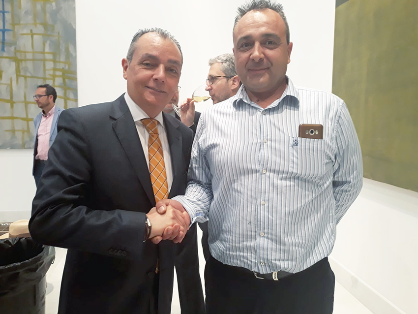 El presidente de la plataforma, Mario Alís, junto al presidente de la CEV, Salvador Navarro.