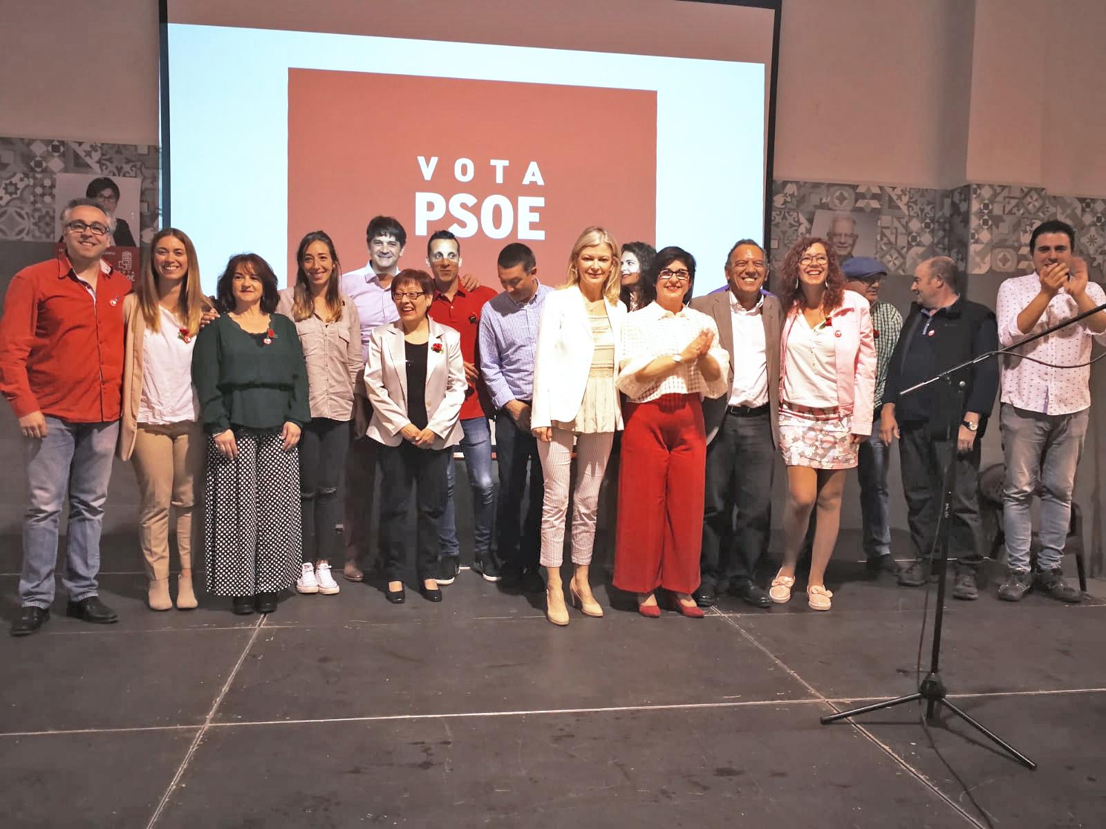 Integrantes de la candidatura del Partido Socialista, que lidera Juncal Carrascosa, con Gabriela Bravo y Miquel Soler.